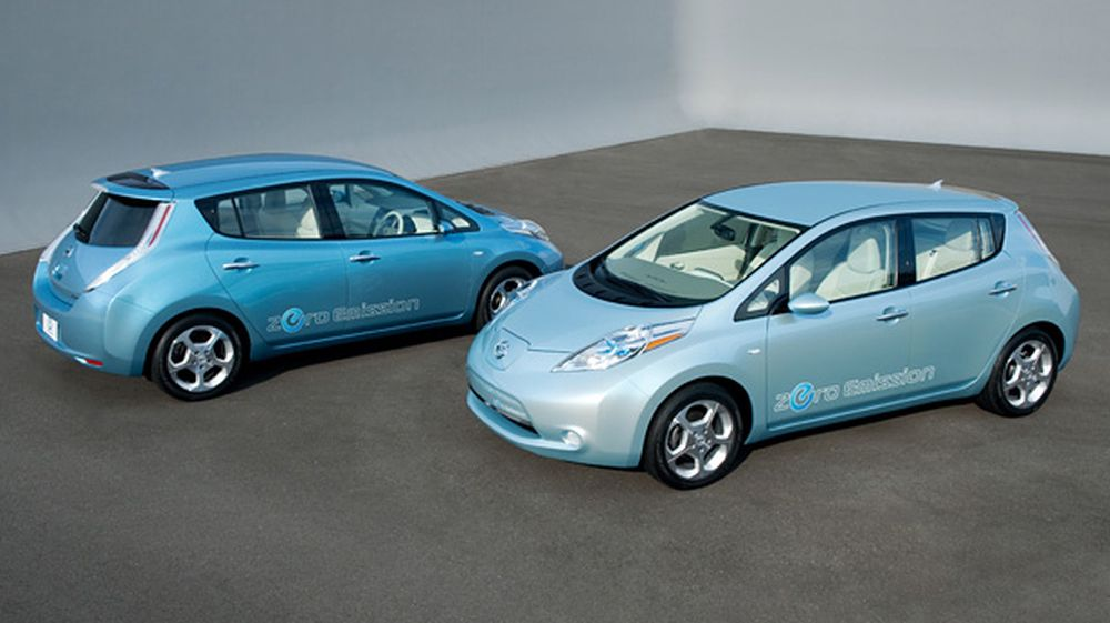 Bare Nissan Leaf skal etter planen produseres i et femsifret antall i løpet av senhøsten 2010 og første halvår 2011. Men de første bilene skal til USA, Japan, Portugal, Irland, England og Nederland - ikke Norge.
