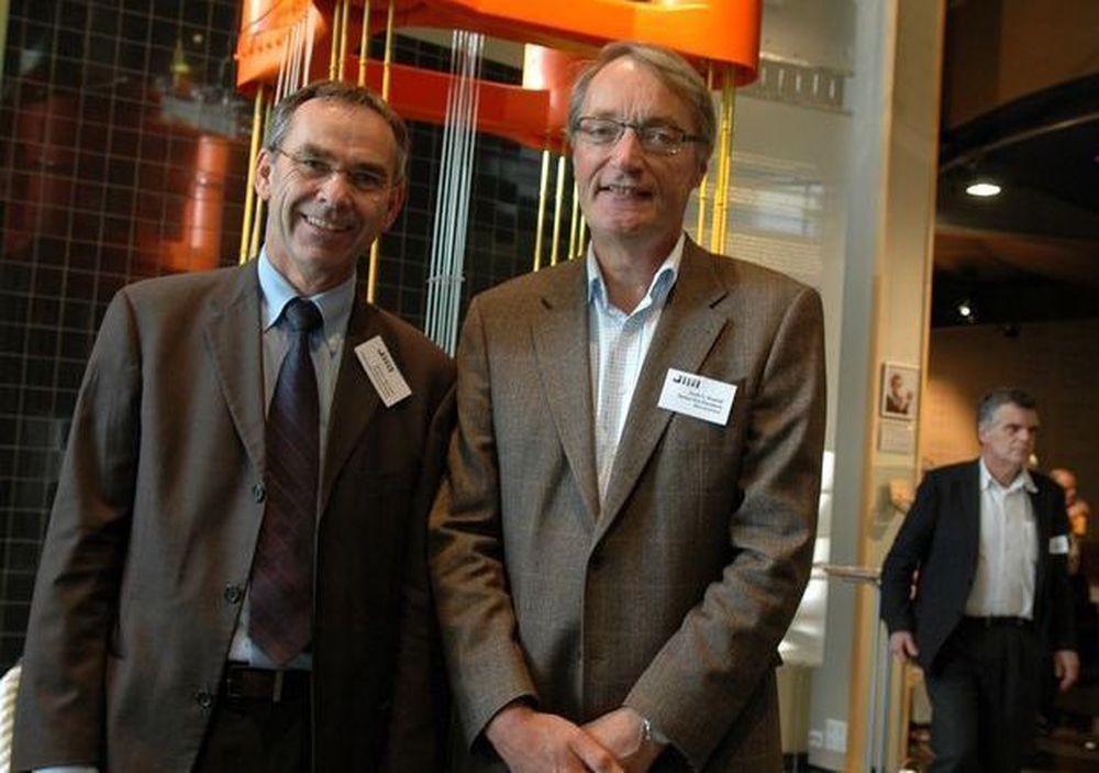 SIKRER INNOVASJON: Programdirektør Morten Wiencke og leder av styringsgruppen for Demo2000, SVein Bredahl i AkerSolutions kan ikke utlyse nye prosjekter i år i det som et av oljeidustriens viktigste utviklingsprogrammer, Demo2000. - På ti år har vi bidratt til å heve norsk leverandørindustris posisjon internasjonalt til å være teknologilederen, sier de.