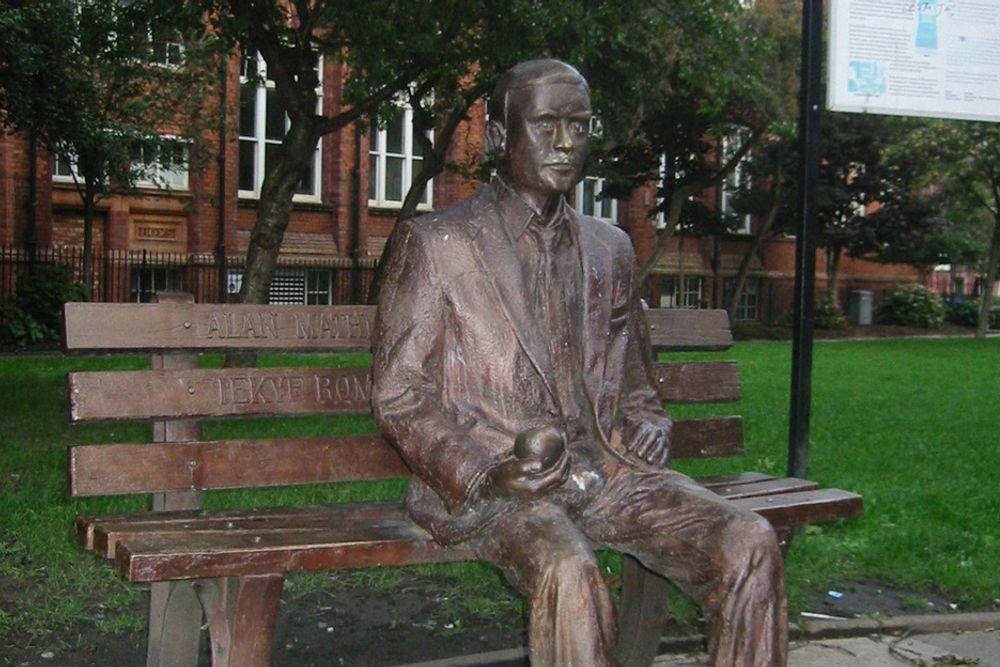 SELVMORD: IT-geniet Alan Turing tok livet sitt ved å spise et eple som var innsatt med giften cyanid.
