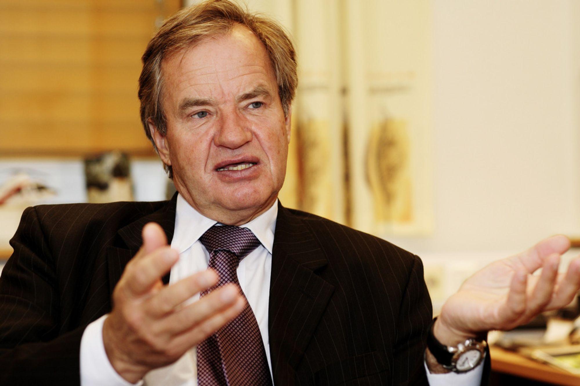 - Norwegian har aldri tjent mer penger enn under finanskrisen, sier Bjørn Kjos. Nå håper han på mindre komplisert sikkerhetskontroll.