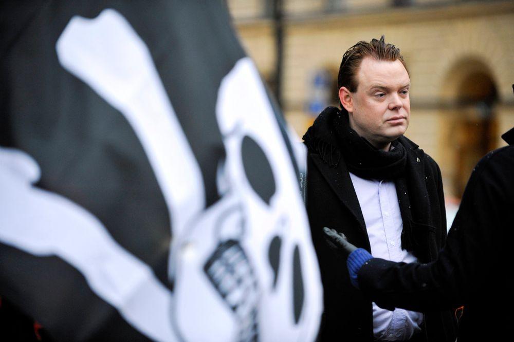 VOKSER RASKT: Den strenge Pirate Bay-dommen skaper enorm tilstrømning til Piratpartiet, som nå har nær 38.000 medlemmer. Her er partileder Rick Falkvinge utenfor tingretten i Stockholm før rettssaken.