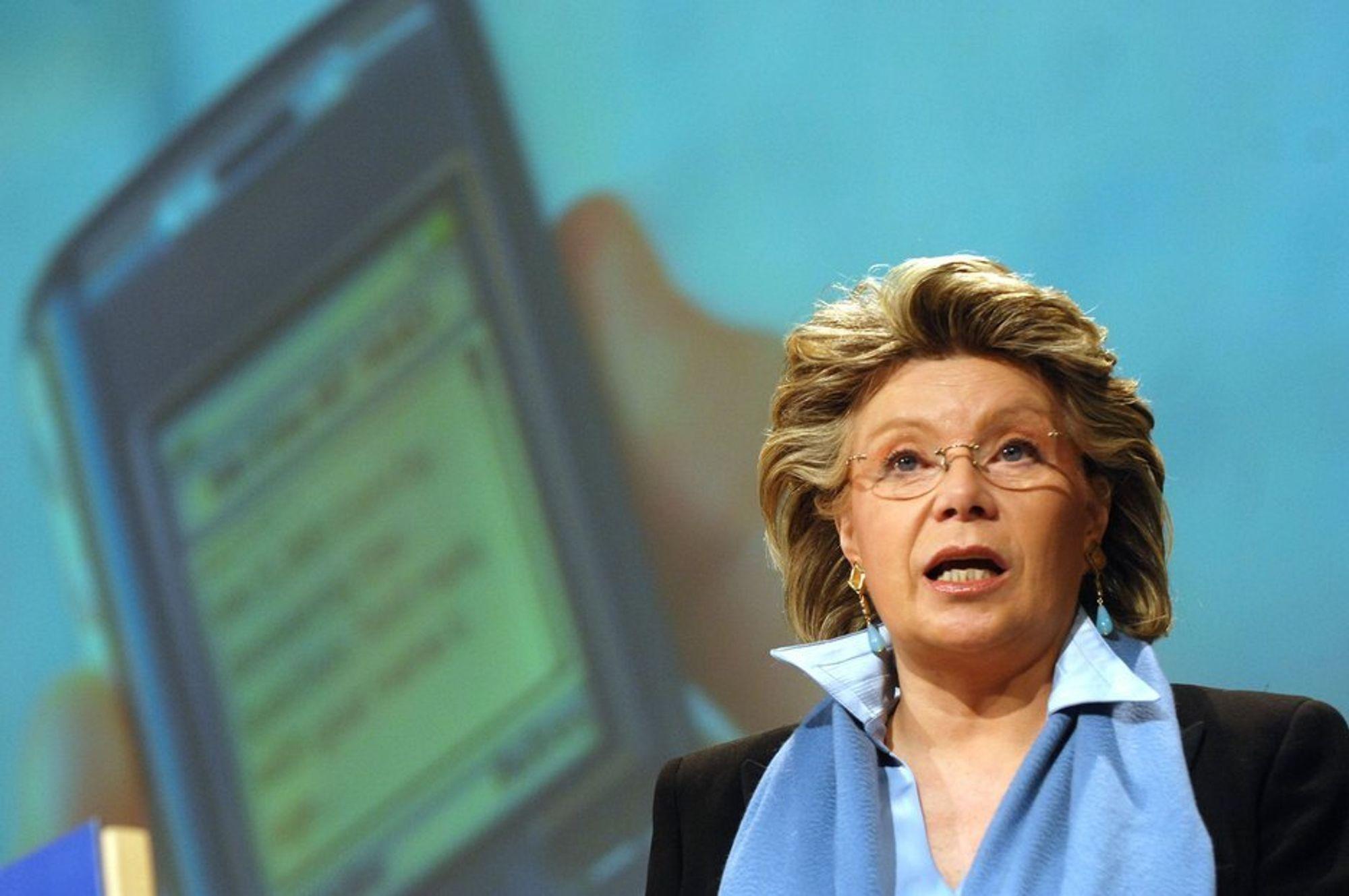 Viviane Reding, talsmann for EUs telekommisær, sier at telekomreformpakken er for viktig til å veltes av dagens tilbakeslag.