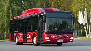 Kjører buss på søppel