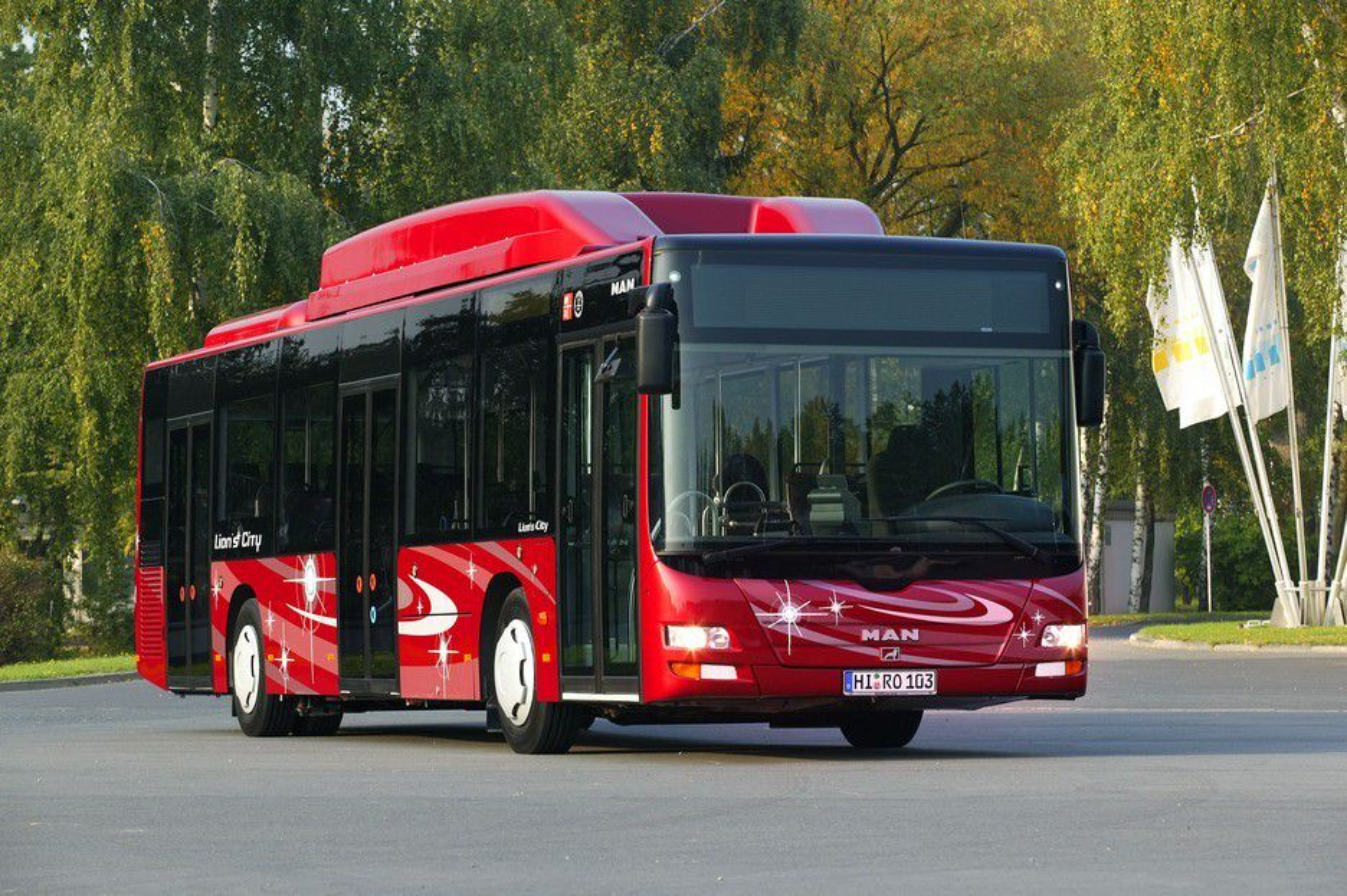 BYBUSS: MAN har særlig gjort det bra med bybusser i Sverige, og mange av dem er drevet med naturgass. Gass går ikke bare bra på sommeren, slik som her, men er også effektivt vinterstid, da med litt ekstrateknikk i motorrommet.