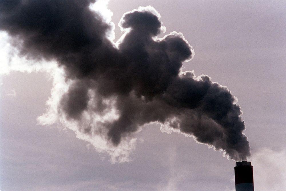 Verdens klimagassutslipp økte med 2,2 prosent i fjor. Det var mindre enn de 3,7 prosent året før, men likevel mer enn IPCC trodde.