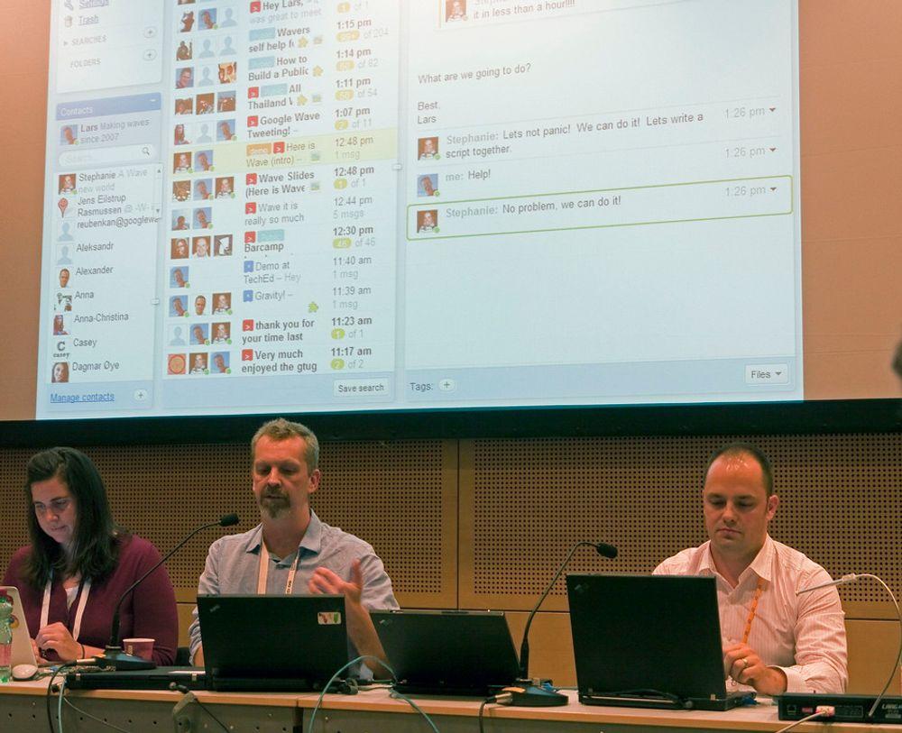 BAK BØLGEN:Lars Rasmussen (i midten) har vært med å utvikle Googles Waveteknologi som SAP vil ta i bruk til nye forretingsverktøy.