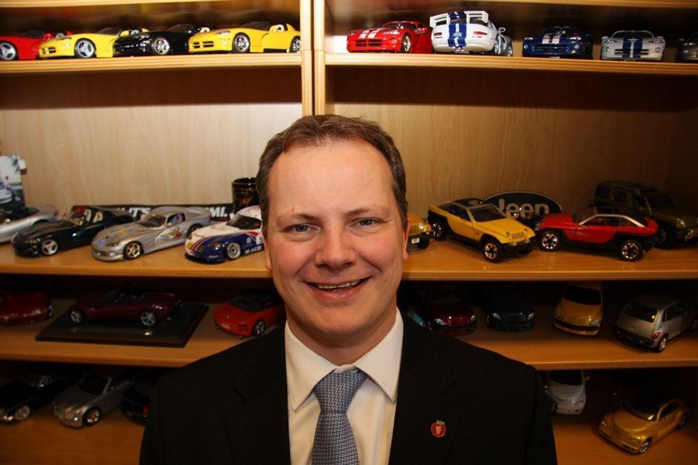Ketil Solvik-Olsen er Fremskrittspartiets energipolitiske talsmann. Selv er han kronisk bilsamler.