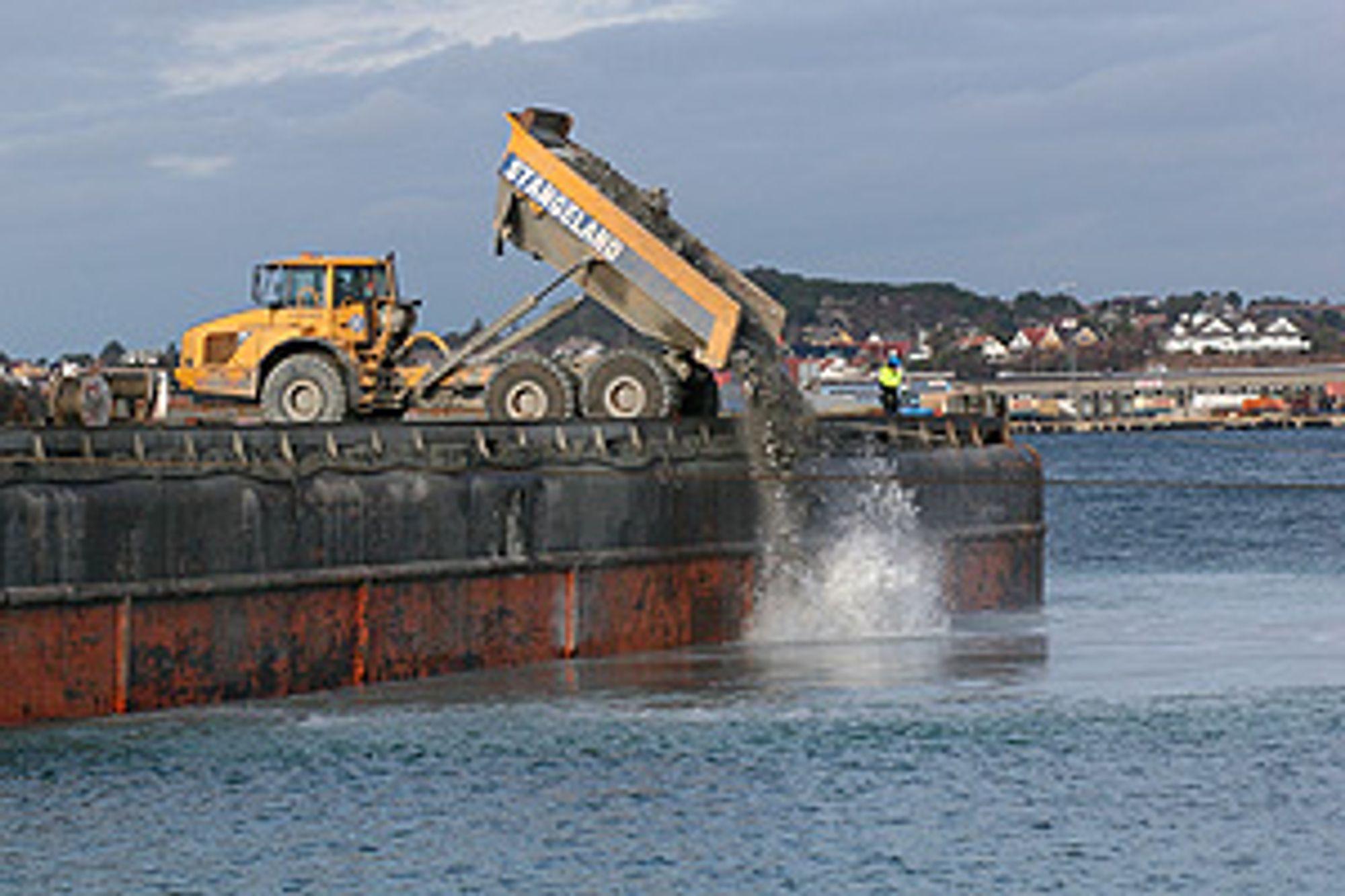 T. Stangeland er rammet av to dødsulykker under arbeidet her i Risavika havn.