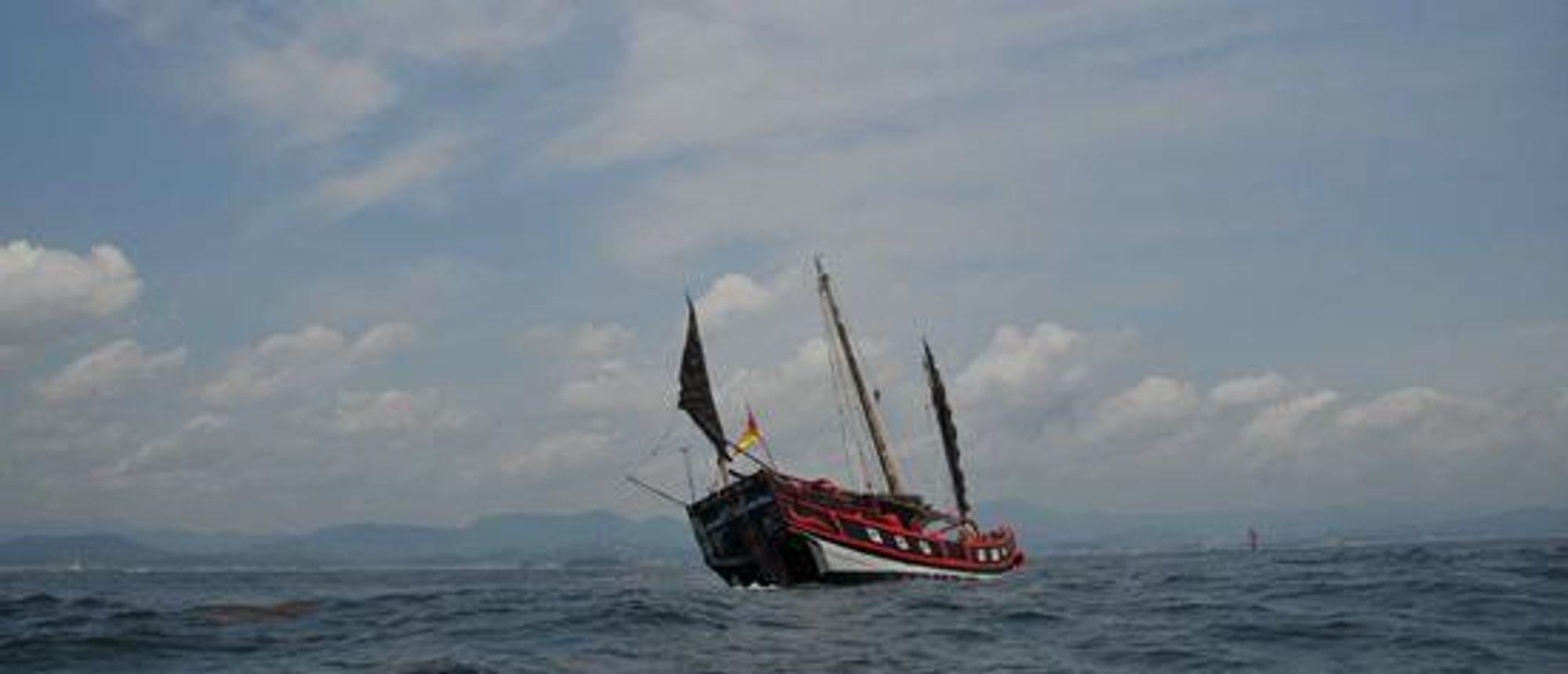 SANK: Djunken Princess Taiping ble senket av en ukjent tanker utenfor Taiwan. Den norske tankeren Champion Express blir beskyldt for å ha stukket av etter kollisjonen, men eierne avviser det.