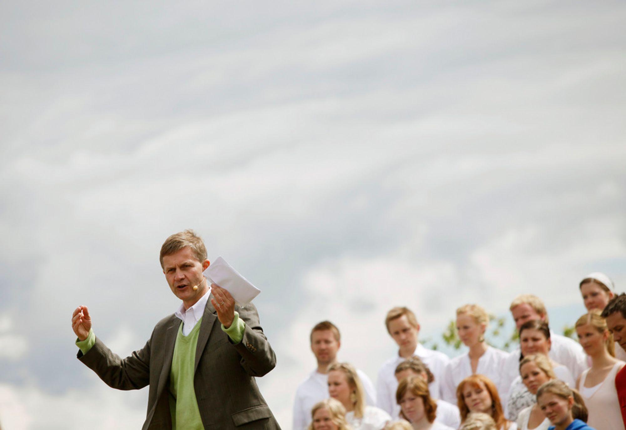 BIBELSK UTFORDRING: Miljøvernminister Erik Solheim advarte om landeplager av bibelske proporsjoner da han deltok i en friluftsgudstjeneste i Maridalen søndag. Ildebrann og tørke kan ramme kloden som følge av klimaendringer, mener han. Store ord, mener Frp.