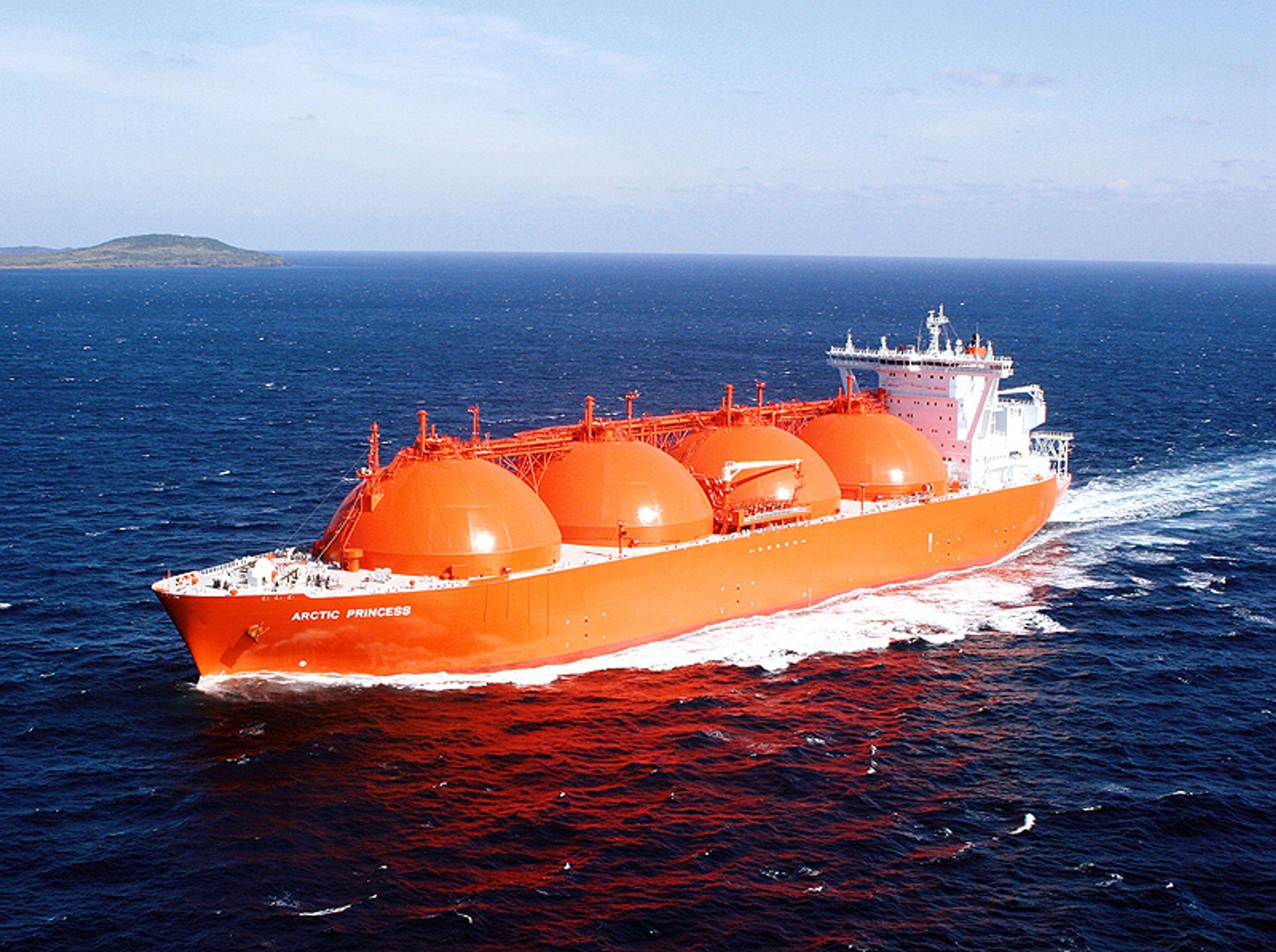 Mer miljøvennlig: I fremtiden kan kanskje LNG-skipene frakte med seg CO2 tilbake til utvinningsfeltet om det blir som forsker Audun Aspelund tror.