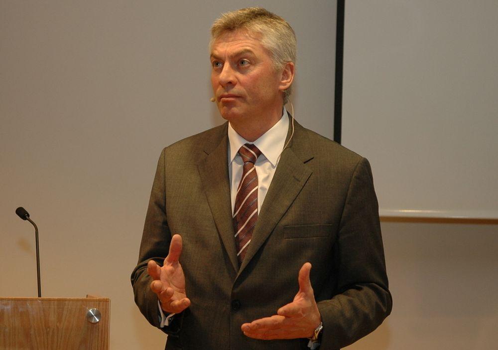 Aker Solutions-direktør Simen Lieungh har landet en kontrakt om å levere gravitasjonsjusterte understell til Sakhalin-prosjektet i Russland.