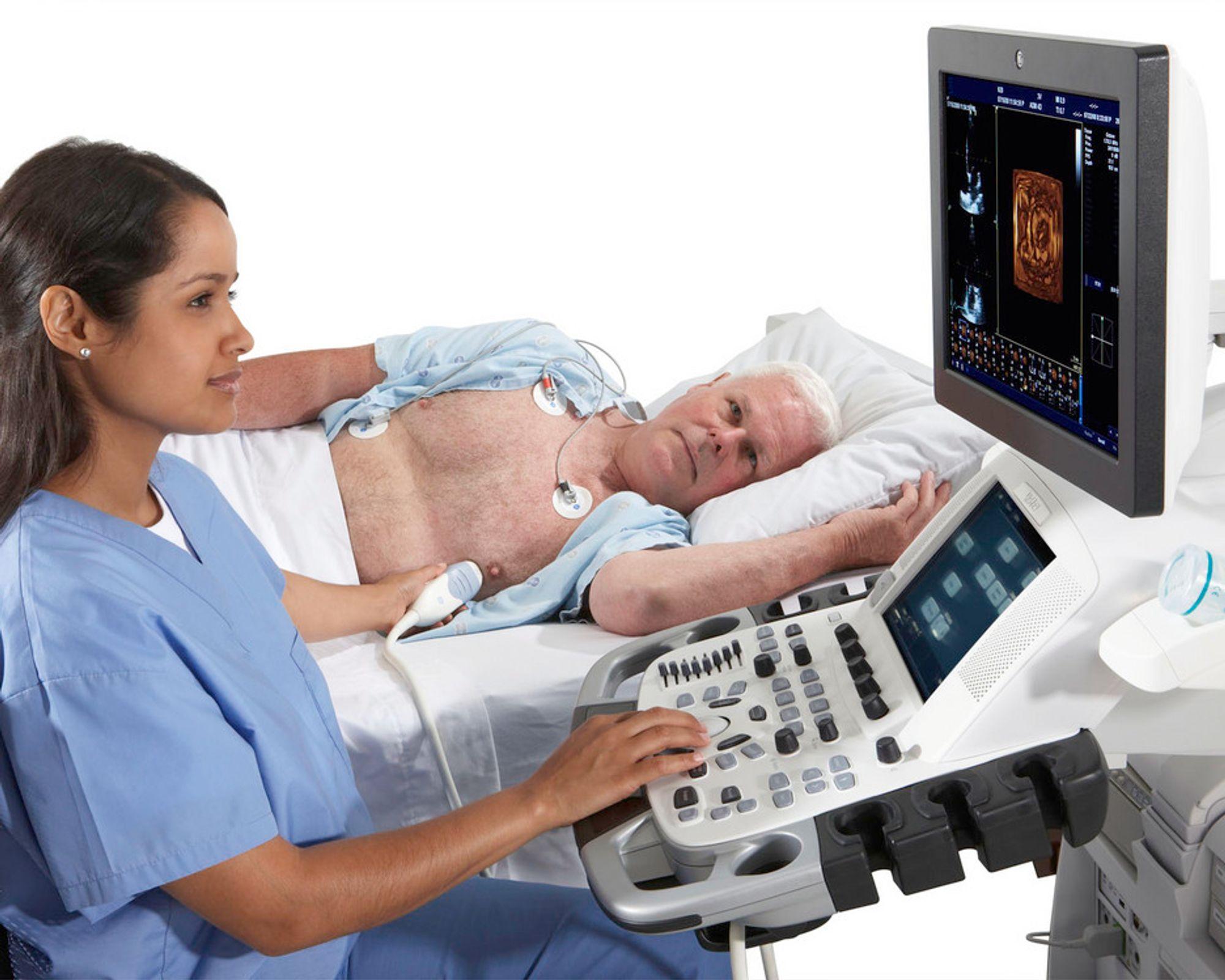 HOS LEGEN: GE Vingmed Ultrasounds ultralydapparater benyttes av leger verden over. Bildet viser det nye Vivid E9.