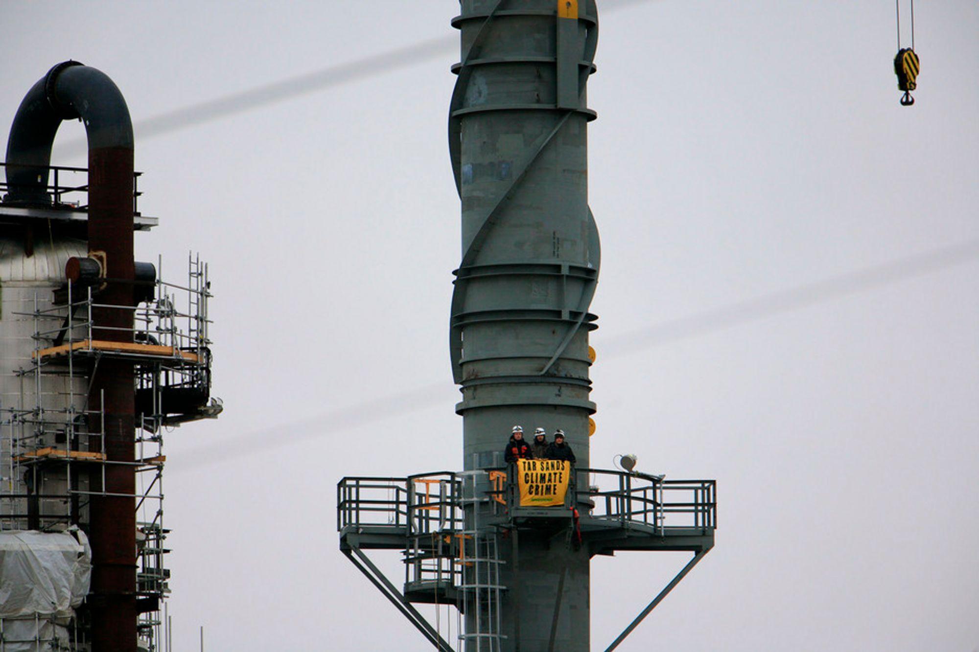 Aksjon: Greenpeace okkuperer Shells oljesandanlegg i Alberta, Canada.