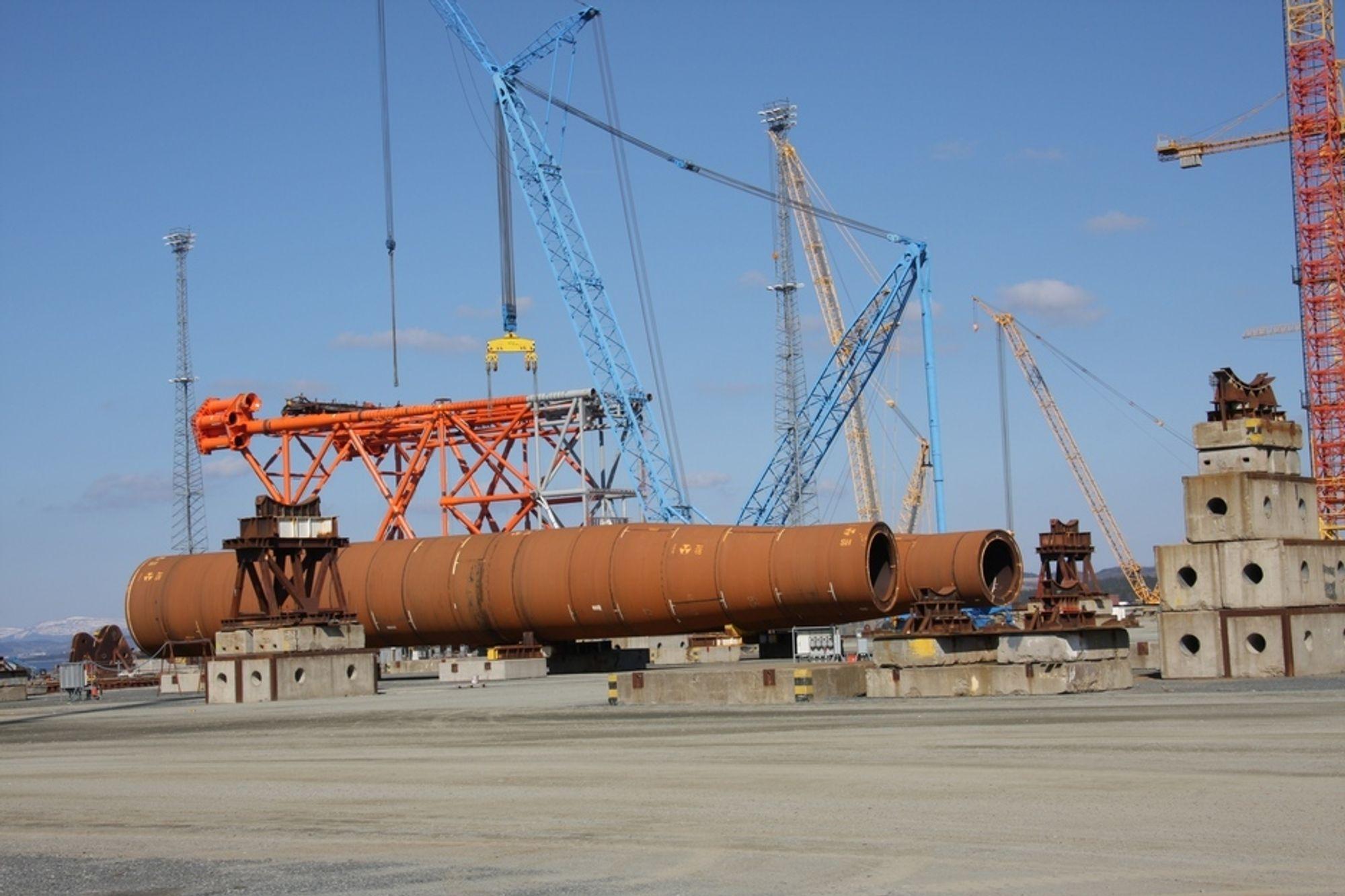 TO STÅLUNDERSTELL: Kværner Verdal har fått to kontrakter på stålunderstell hittil i år, Hild for Total og Luno for Lundin. I tillegg brygges stålunderstellene for de nye plattformene på Ekofisk på verkstedet.