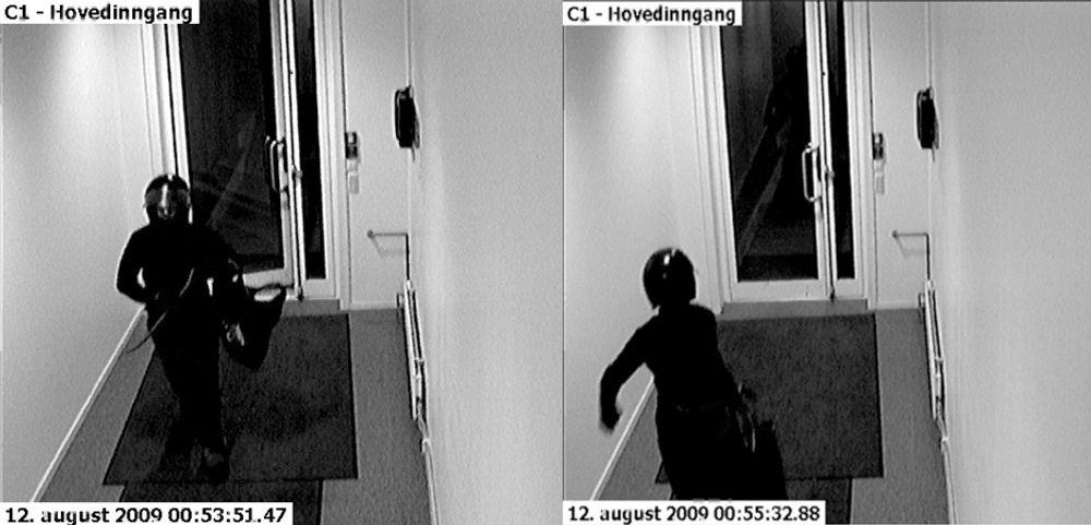 Tyven åpner døren og er inne i løpet av få sekunder. Mindre enn to minutter senere er tyven på vei ut igjen med de stjålne PC-ene.