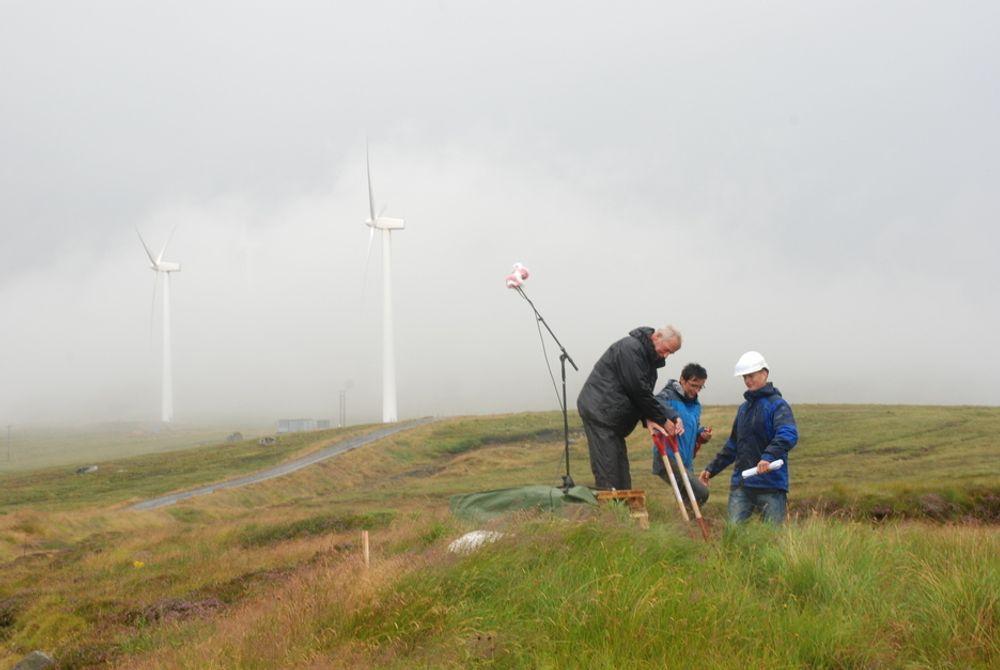 OGSÅ I INNLANDET: Det er ikke bare langs kysten, som her på Mehuken i Måløy, at vindforholdene er gode. NVEs nye vindkartlegging viser at også innlandet har gode forhold og dermed potensiale for vindparker.