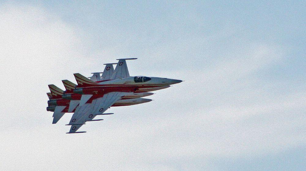 Patrouille Suisse flyr 15 oppvisninger i året og imponerte med sine tette formasjoner i høy hastighet under Rygge Air Show 2009.