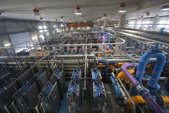 STØRST: ATLL sitt store renseanlegget ved elven Llobregat utenfor Barcelona er et av verdens største og mest avanserte avsaltningsanlegg for elvevann.
