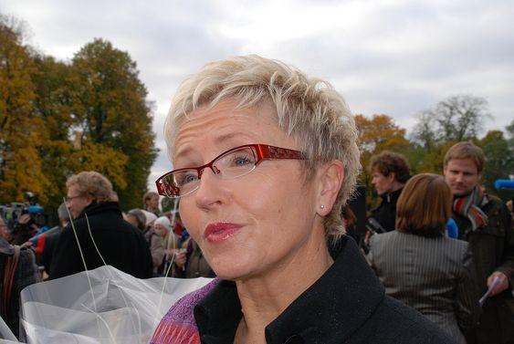 SER FREMOVER: Liv Signe Navarsete går fra et departement hun har trivdes veldig godt i, men gleder seg til å ta fatt på nye utfordringer som kommunal- og regionalminister.  Kommunal- og regionalminister Liv Signe Navarsete (Sp)