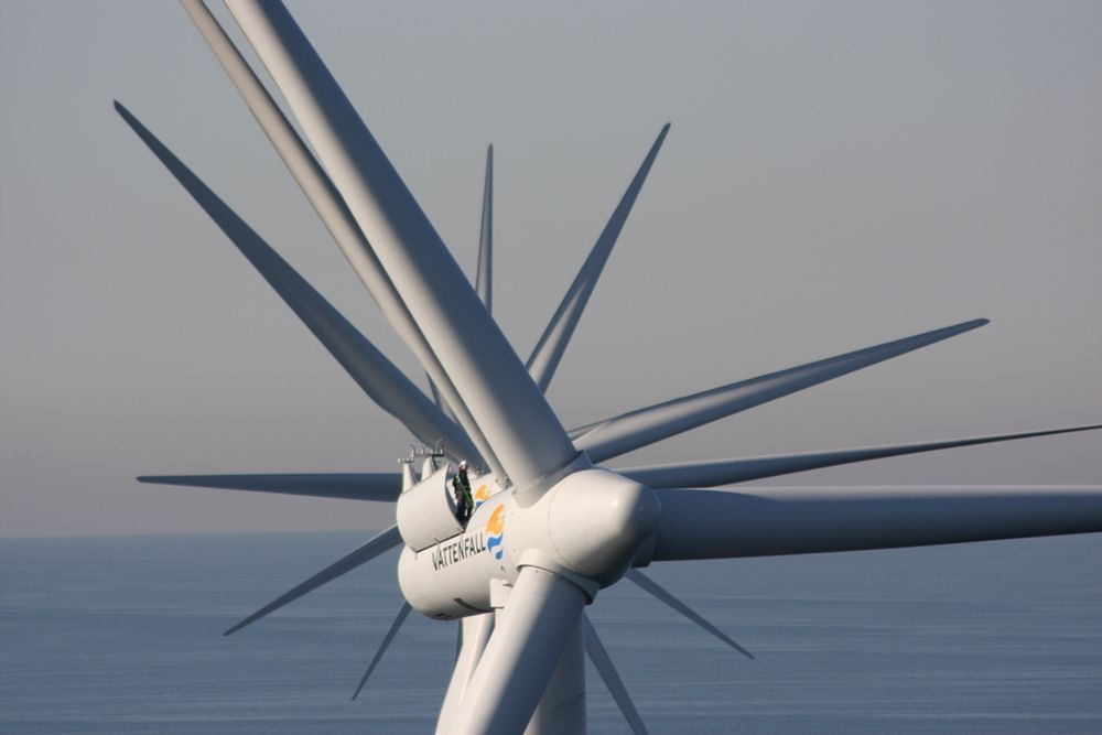 INGEN GJENBRUK: Hva skjer etter bruk med vindmøllevinger som disse i Øresund mellom Malmø og København? Jo, de kastes på søppelhaugen eller brennes. Nå setter danskene av seks millioner kroner for å finne ut hva som er mest miljøvennlig når 4500 møller skal pensjoneres det neste tiåret.