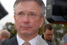 Karl Eirik Schjøtt Pedersen er leder i Norsk olje og gass. Han mener Shells skrinlagte søknad til 23. konsesjonsrunde gir grunn til ettertanke.