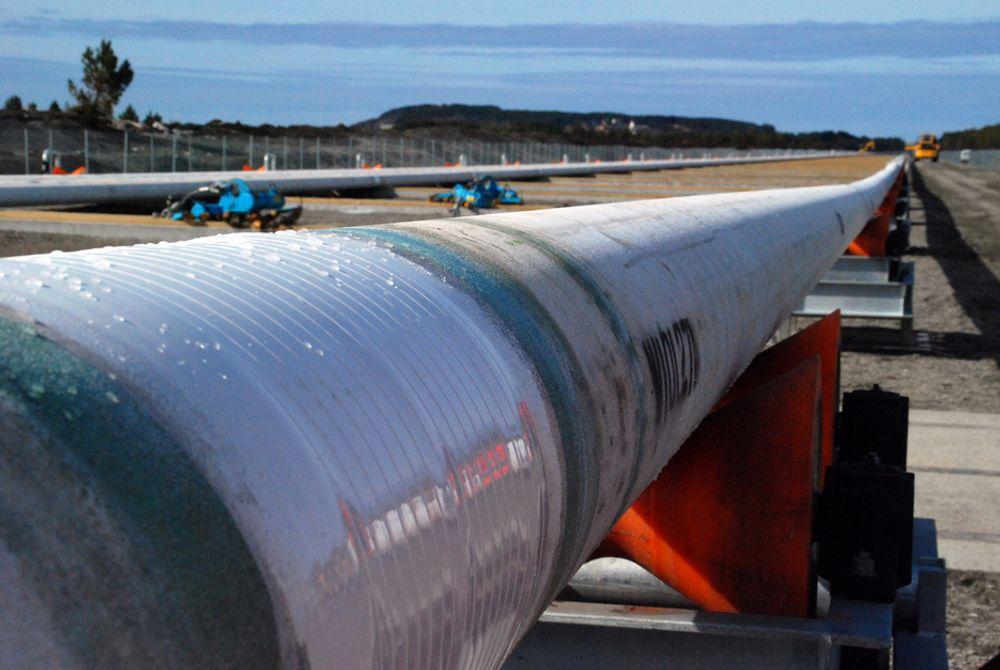 RULLES UT: Rørledningen til StatoilHydros Troll B gassinjeksjonsprosjekt fabrikeres ved Subsea 7s spolebase på Vigra tidlig neste år.