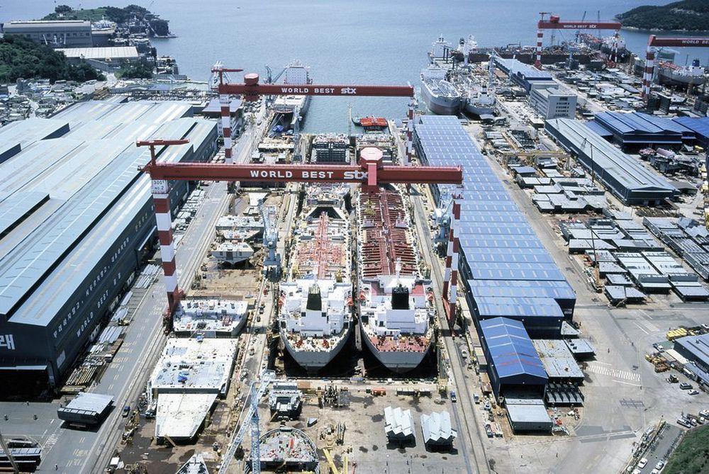 STORT: STX Shipbuildings verft i Jinhae, 410 km sørøst for Seoul. STX-aksjen steg i verdi med 15 prosent etter at Aker Yards-kjøpet ble offentliggjort.