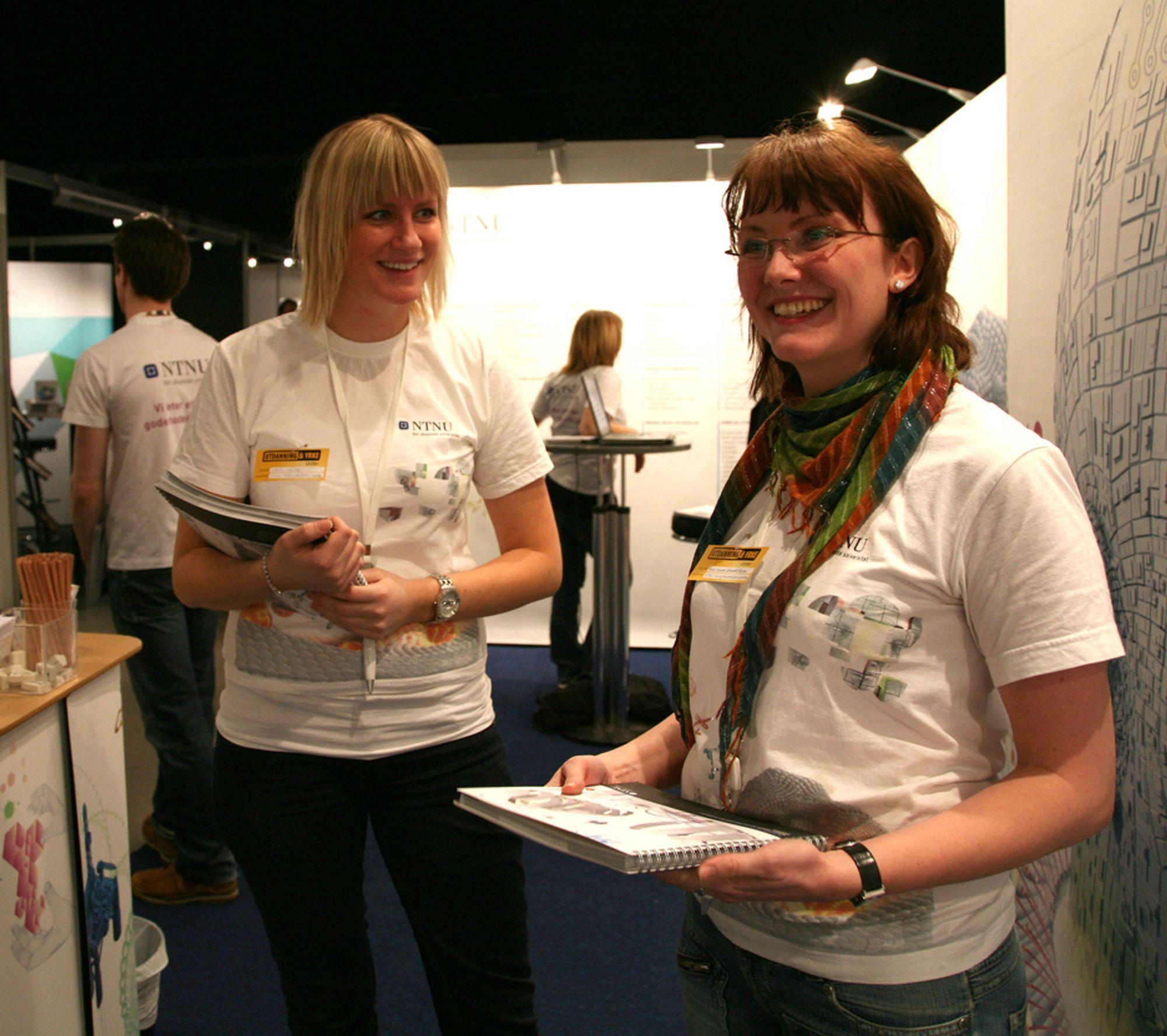 EFFEKTIVE: Verken industriell kjemi-student Anna Synnøve Ødegaard Røstad ( til høyre) eller medstudent Kjersti Vrålstad synes NTNU-studiene er for intense.