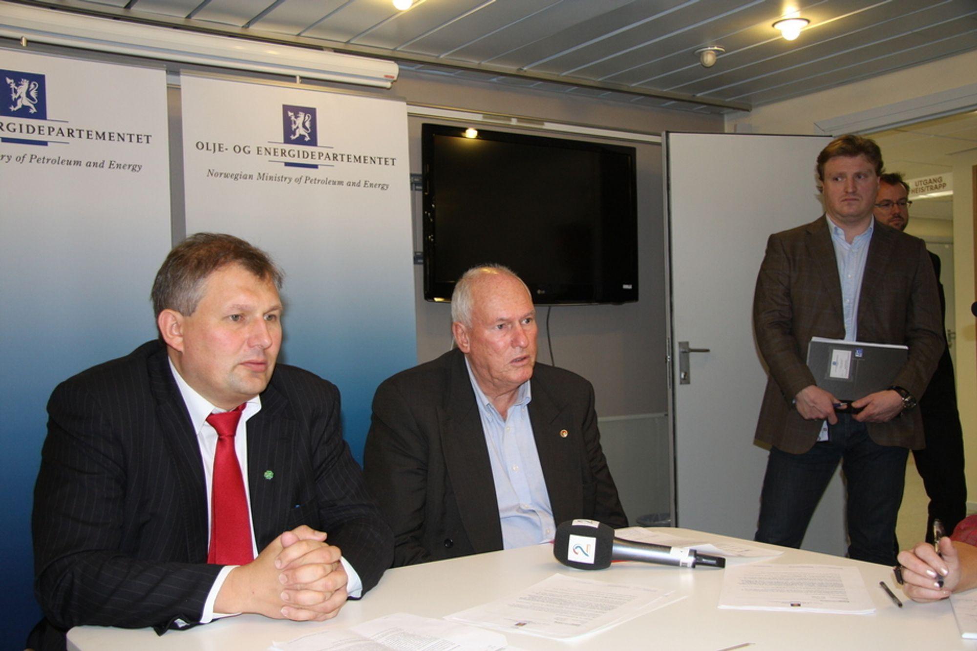 Olje- og energiminister Terje Riis-Johansen møtte i dag LO-leder Roar Flåthen for å snakke om industriens utfordringer fremover.