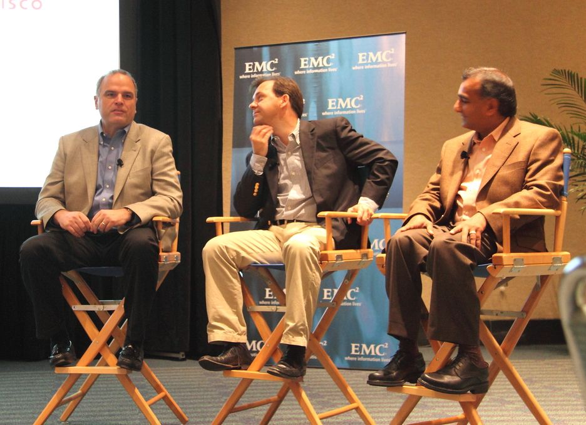 SKYKAMERATER: Chuck Hollis i EMC, Ed Bugnion i Cisco og Parag Patel i VMware vil stå sammen om å realisere sin visjon av Cloud Computing, både på datarommet og ute i skysystemet på nettet.