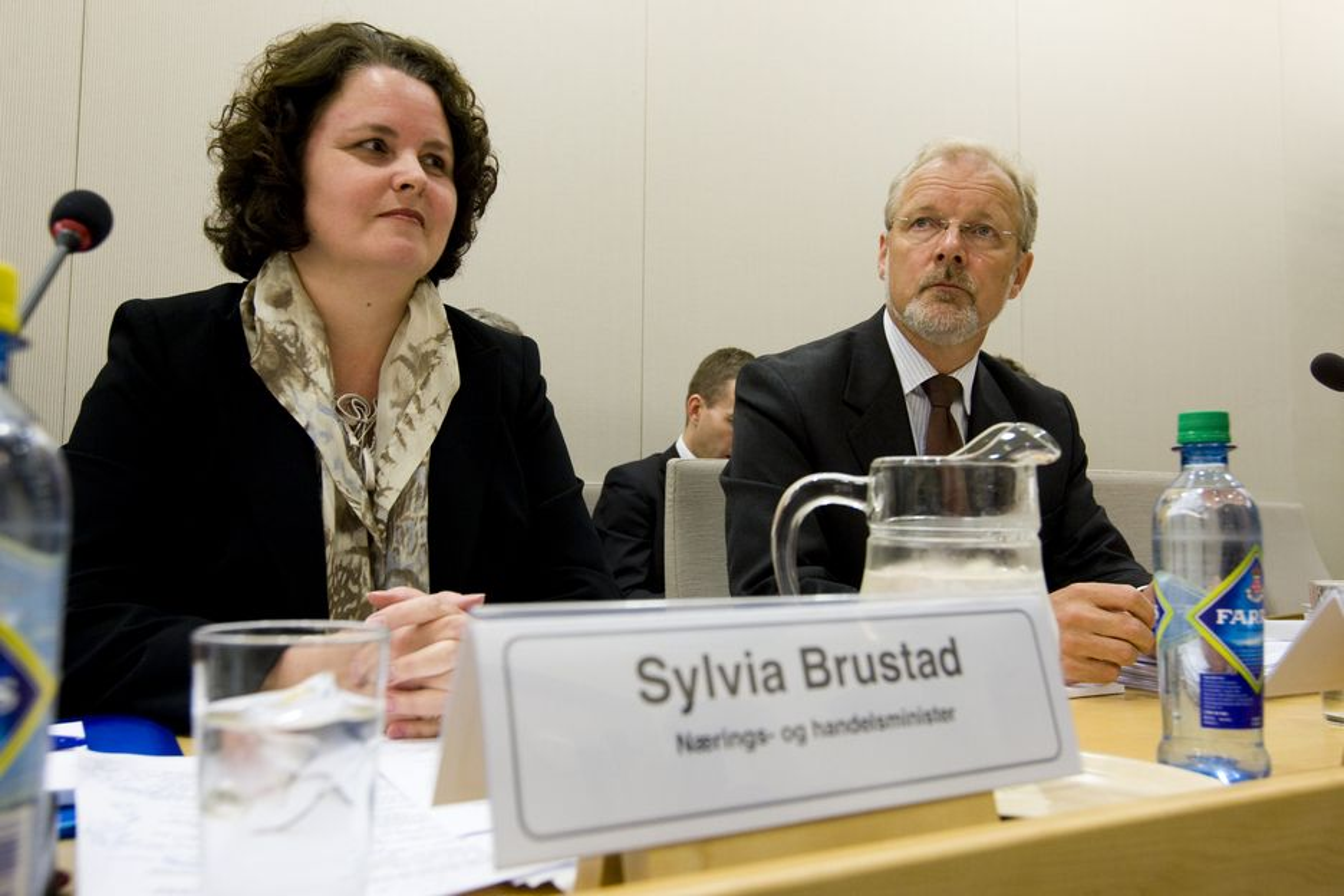 Sylvia Brustad forklarte seg onsdag for Stortinget om Aker-bråket. Til høyre departementsråd Reier Søberg.