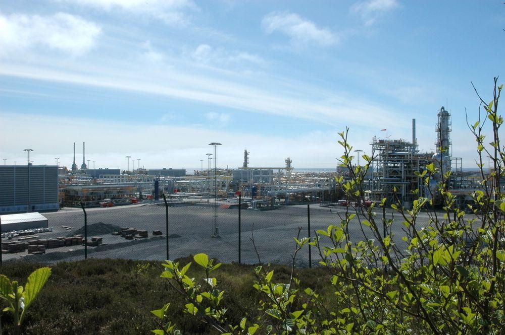 LEKKASJE: Eksplossjonsfarlig gass har strømmet ut i anlegget på Kollsnes. Folk som arbeider inne på anlegget er evakuert.