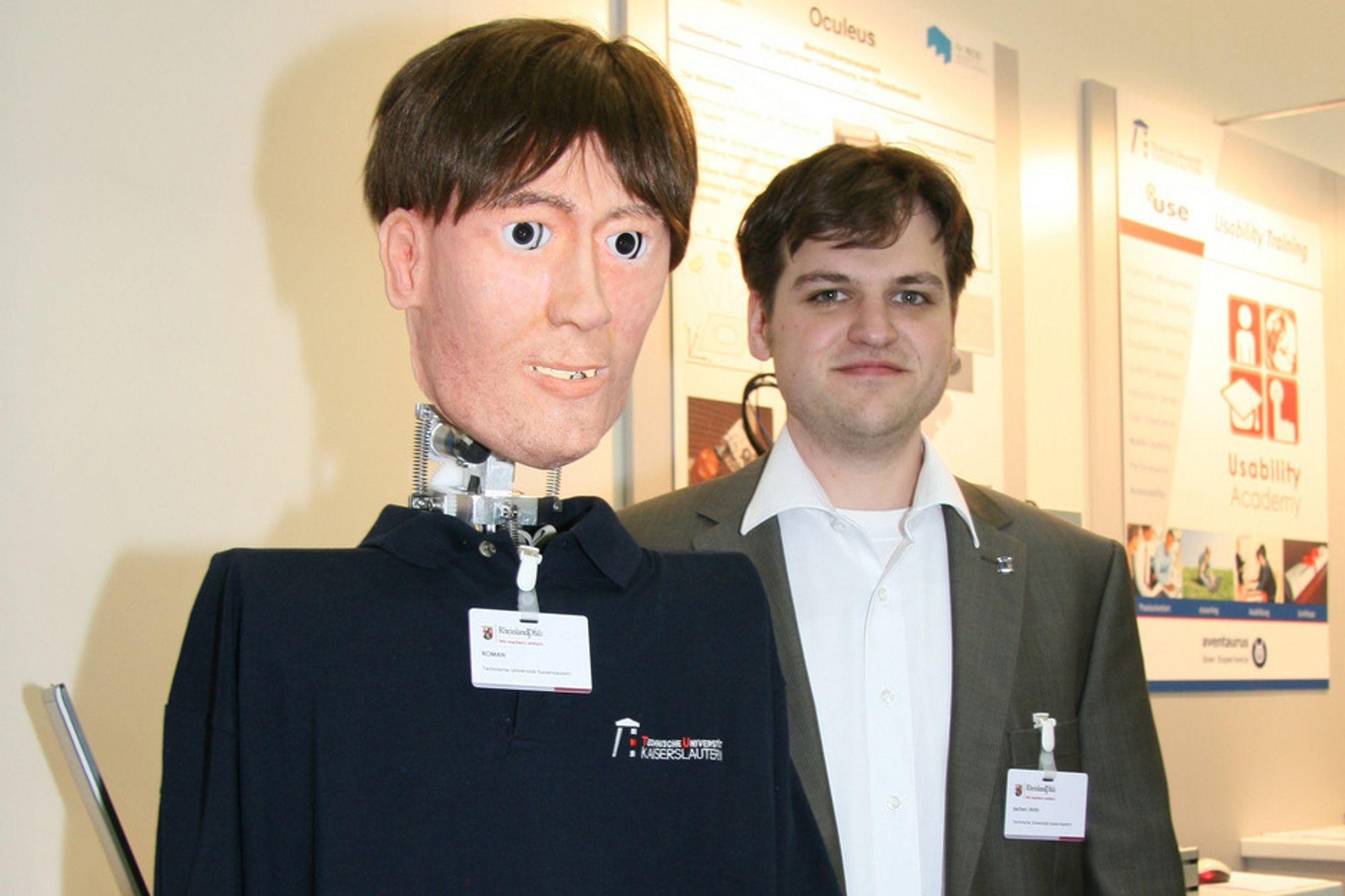 FØLELSESLADD: Roboten som diplominformatiker Jochen Hirth jobber med skjønner om du er fornøyd eller ikke. Den vet når den må trå varsomt, eller om du er klar for en klem.