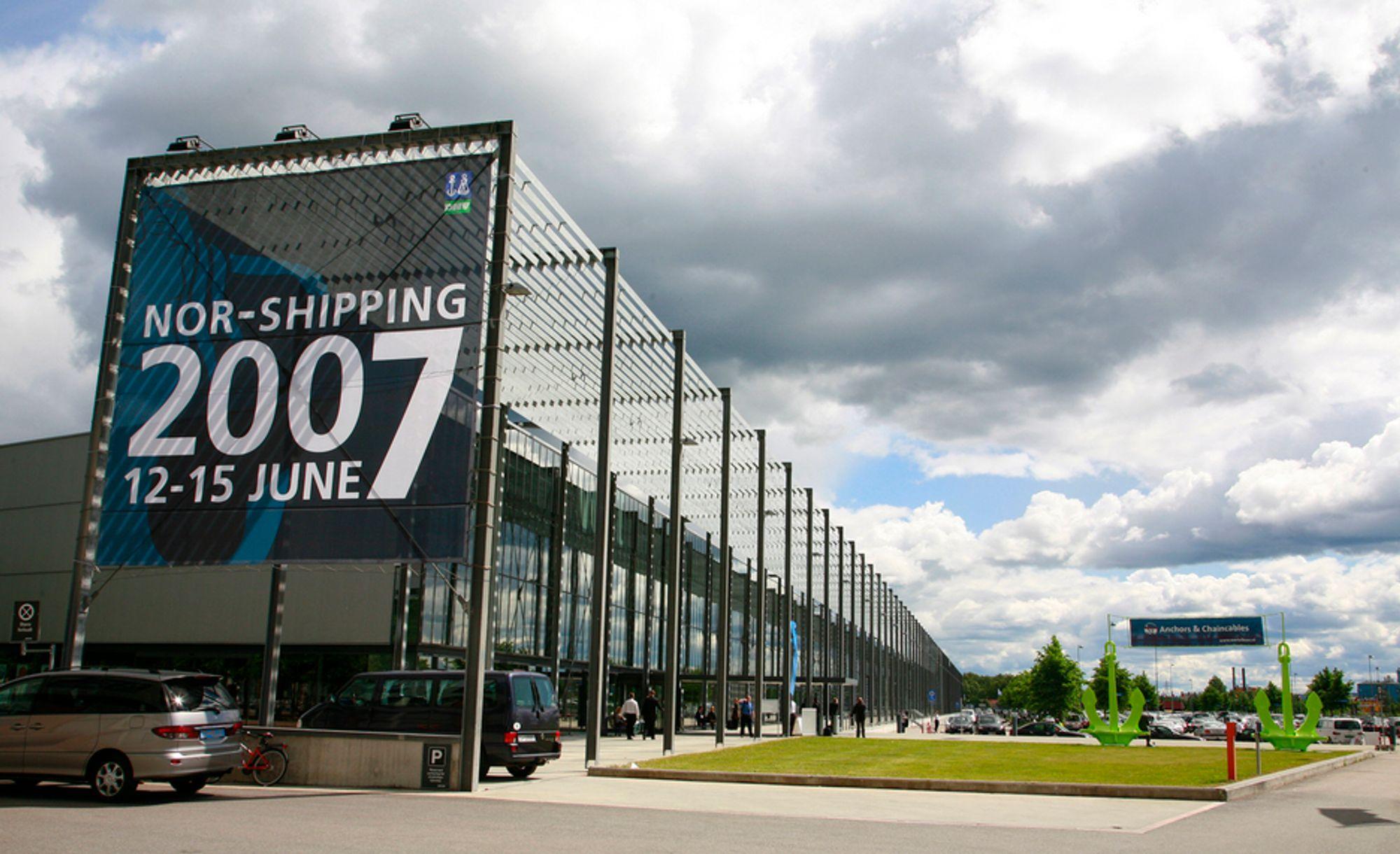 STØRRE: Norges Varemesse må ta i bruk en nye hall pluss plasthaller for å få plass til alle ustillerne under Nor-Shipping 2009. Utstillingen varer fra 9. -til 12. juni