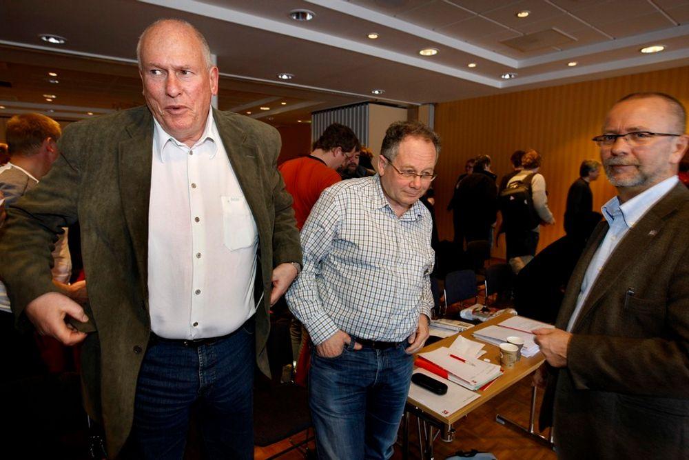 Hans O. Felix (i midten) mener myndighetene må ta påstandene om subsidier videre.