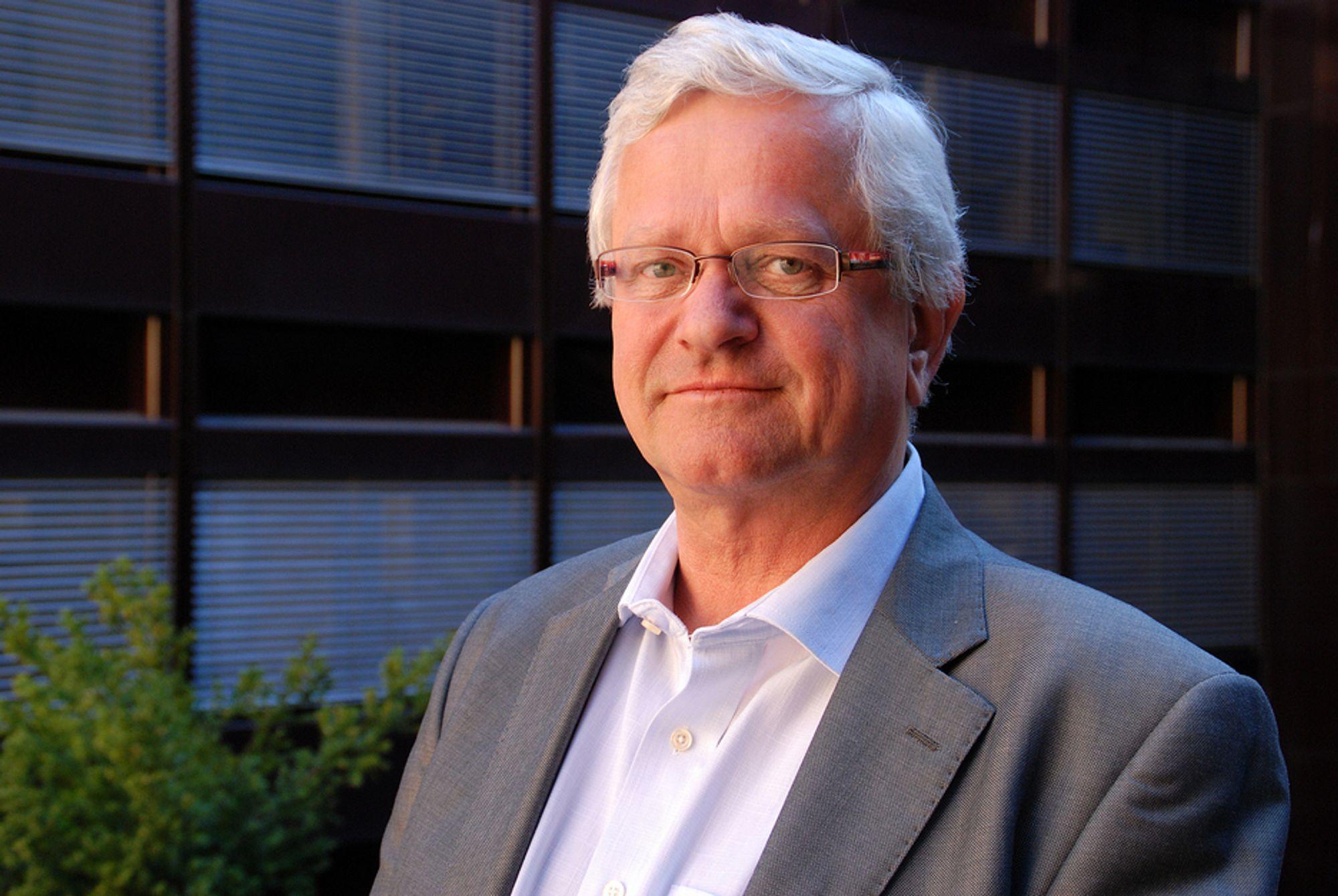 MÅ FLYTTE FOLK: BE, her ved assisterende direktør Gustav Pillgram Larsen, må flytte 22 ansatte til Gjøvik. Det har regjeringen bestemt.