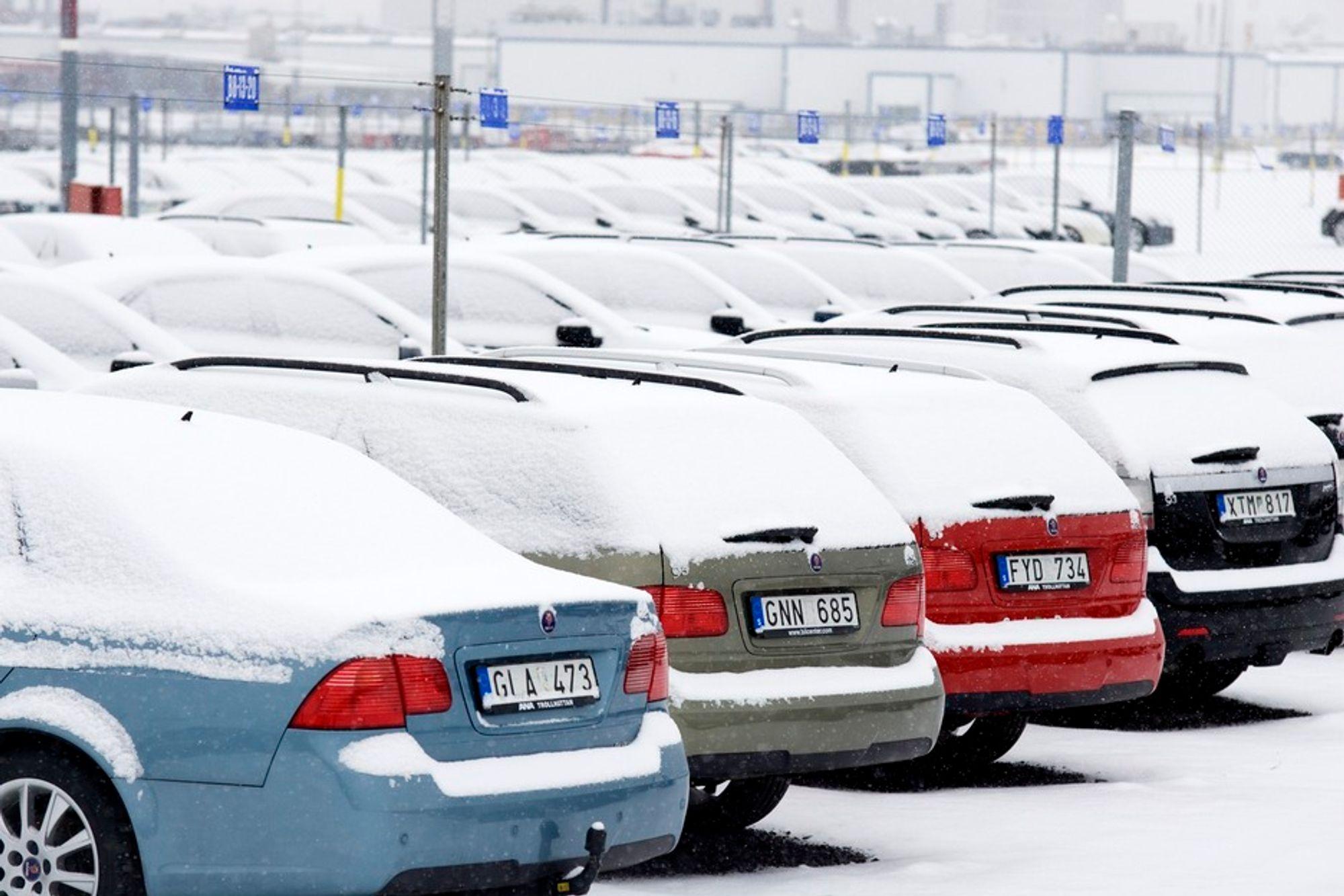 ALVORLIG: Usolgte biler snør ned på Saabs anlegg i Trollhättan i Sverige.
