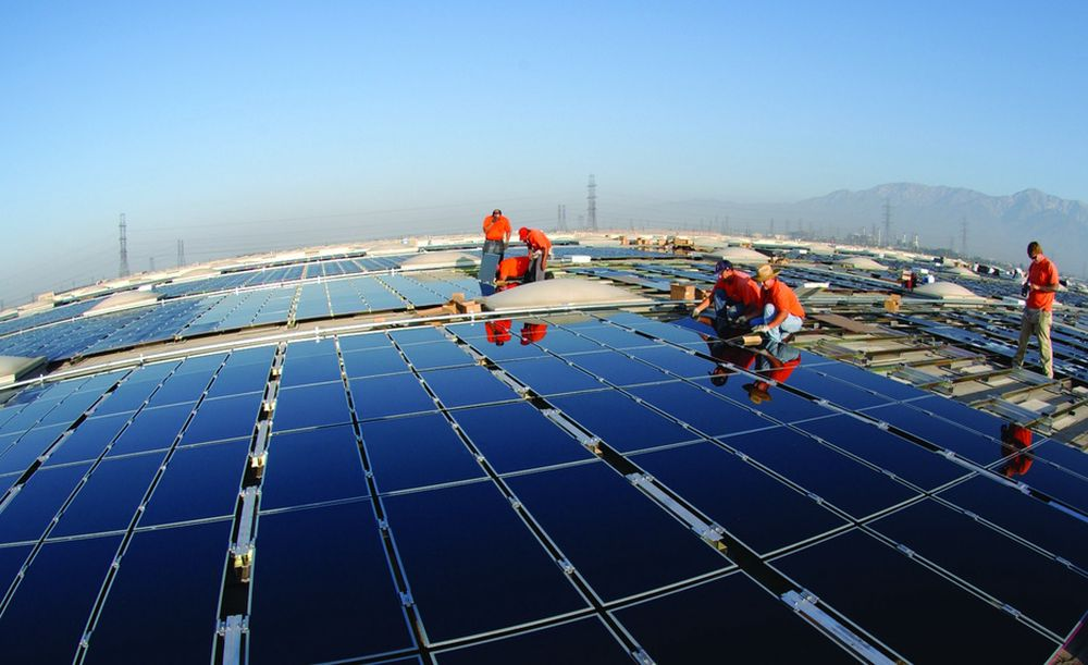 Det amerikanske selskapet First Solar er først under én dollar per watt for solceller. Her fra et 2MW-anlegg i Fontana, California.
