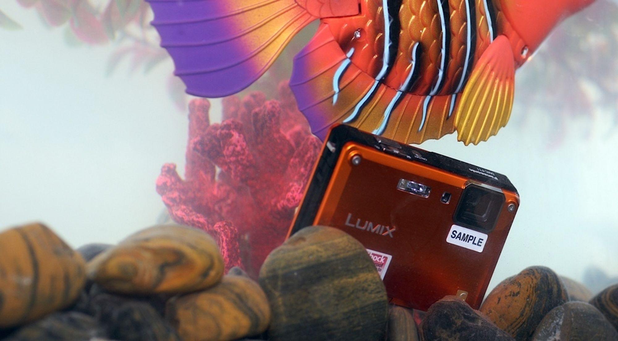 Panasonic Lumix TS1 er vann-, støv- og støtsikkert og støtter HD-video i 720p