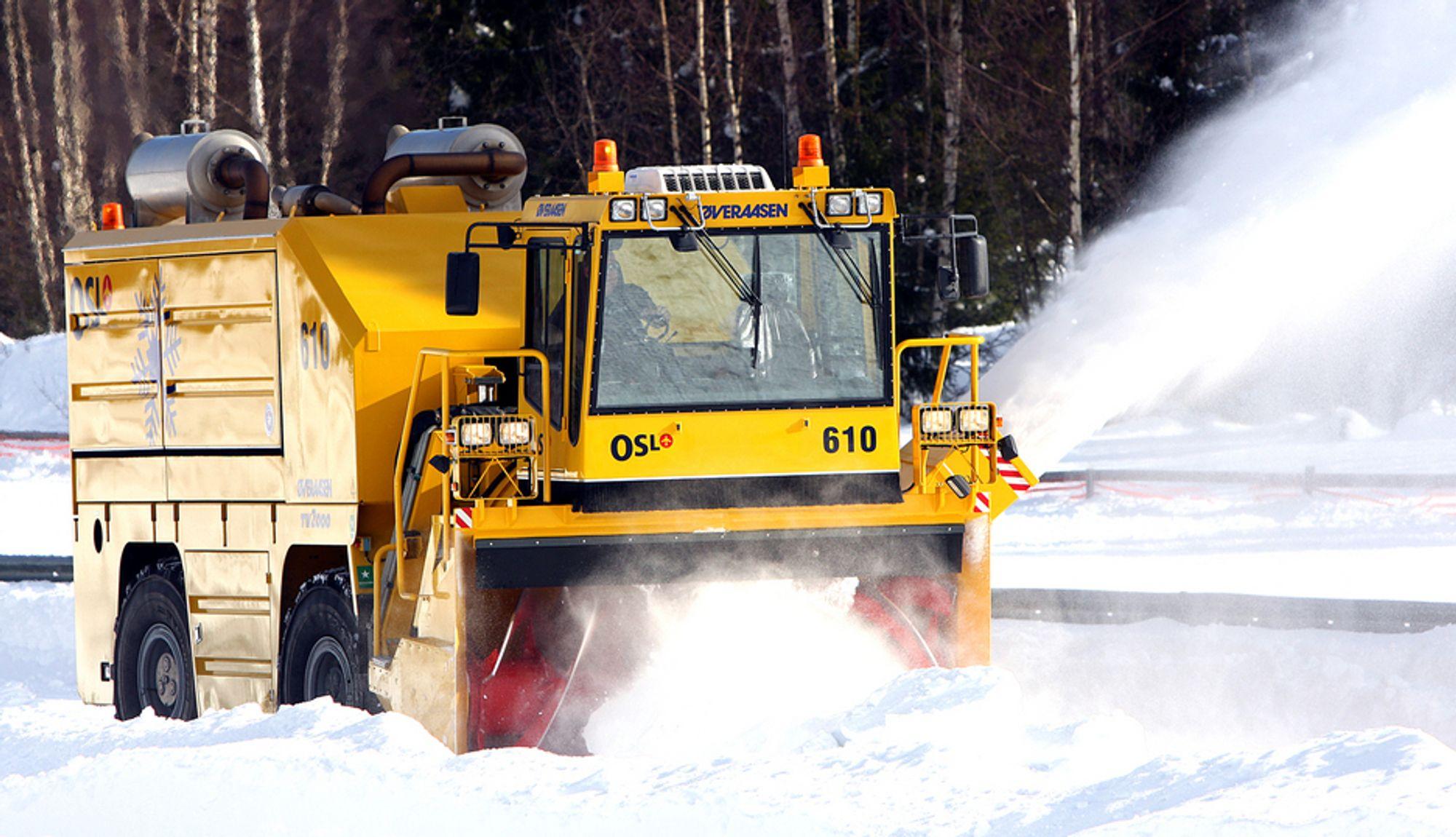 TV 2000 fra Øveraasen er verdens største selvgående snøfres. Til daglig jobber den med å rydde snø på Oslo lufthavn Gardermoen.