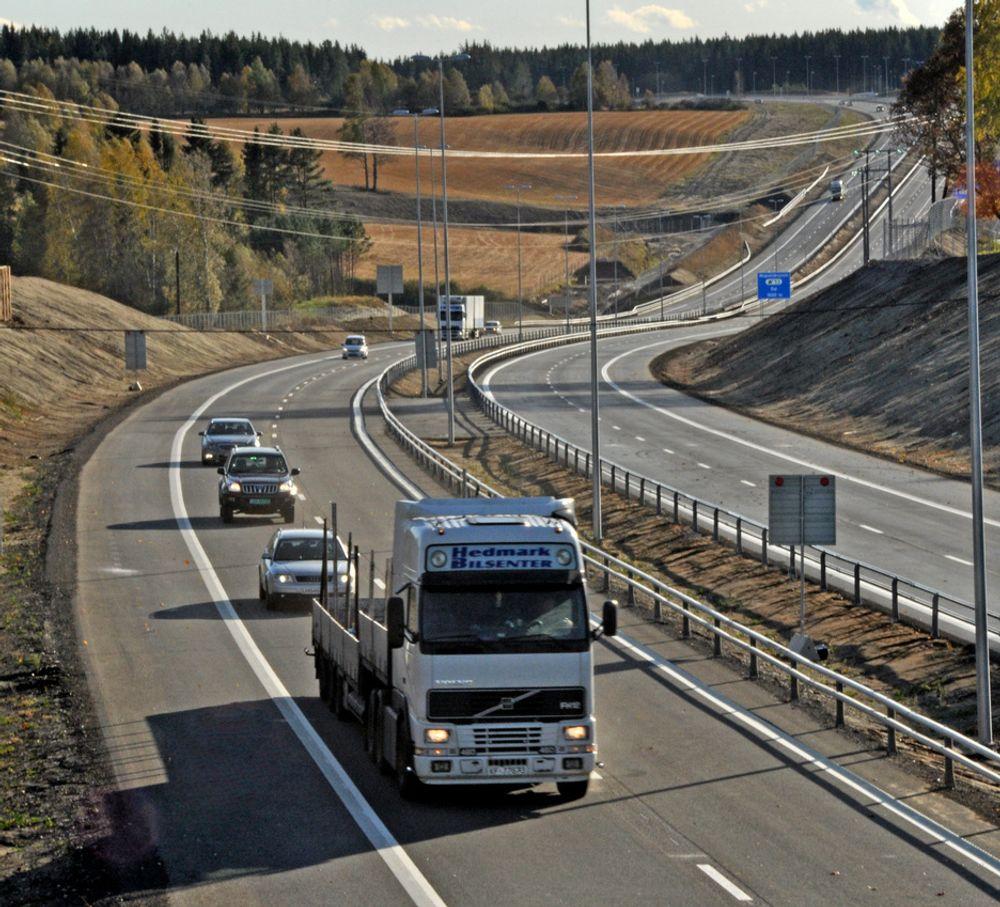 IKKE TELEHIVSKADER: Ifølge Statens vegvesen skal det ikke være telehivskader på nye E6 mellom Dal og Hovinmoen.