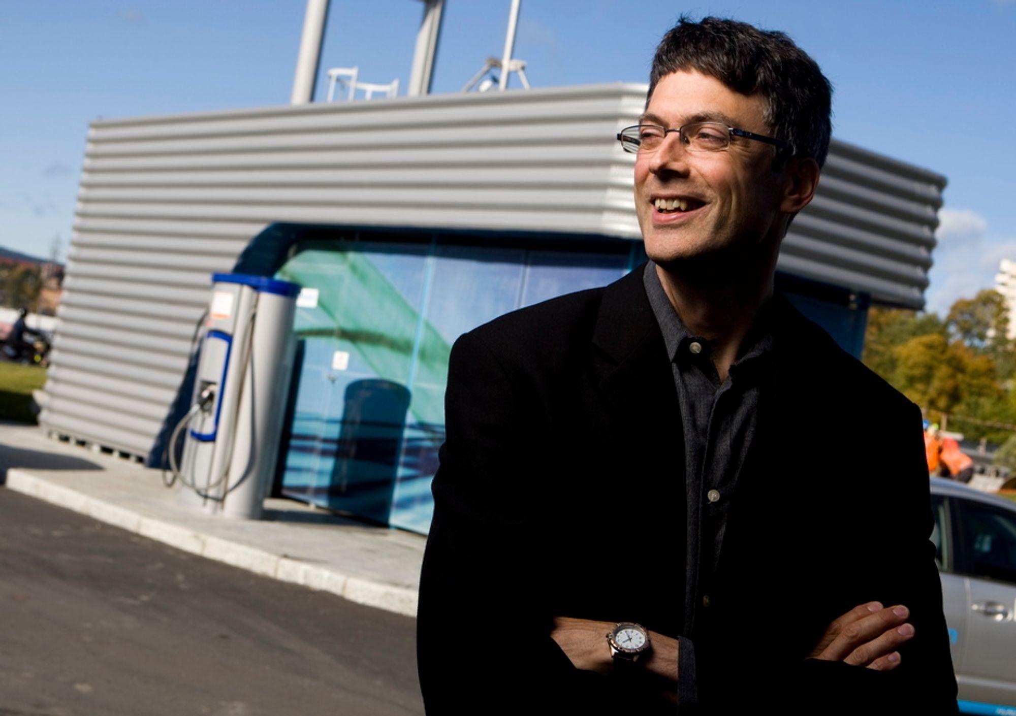 Per Espen Stoknes er styreformann i det norsk-britiske firmaet Gasplas. De har klart å framstille hydrogen fra metan- og naturgass uten utslipp av CO2, og med lav tilførsel av energi. Dette kan være et revolusjonerende gjennombrudd for hydrogen som drivstoff for biler.