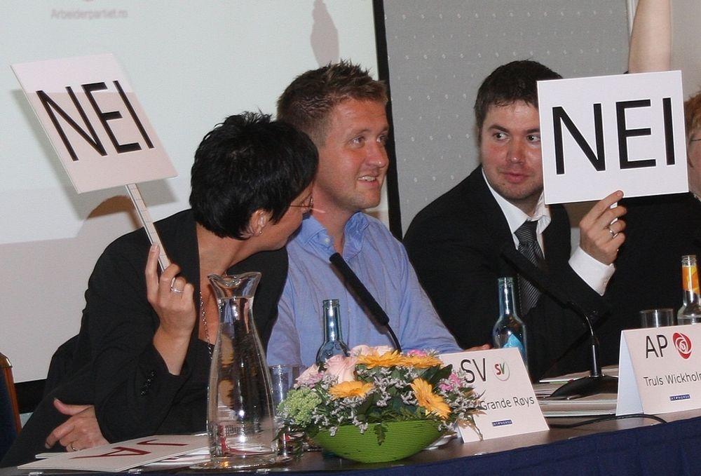 T-politisk debatt i regi av IKT Norge, Maud-salen Hotel Bristol, Oslo, 21.08.2009. Fv.: Heidi Grande Røys (SV), Truls Wickholm (Ap), Geir Pollestad (Sp).
