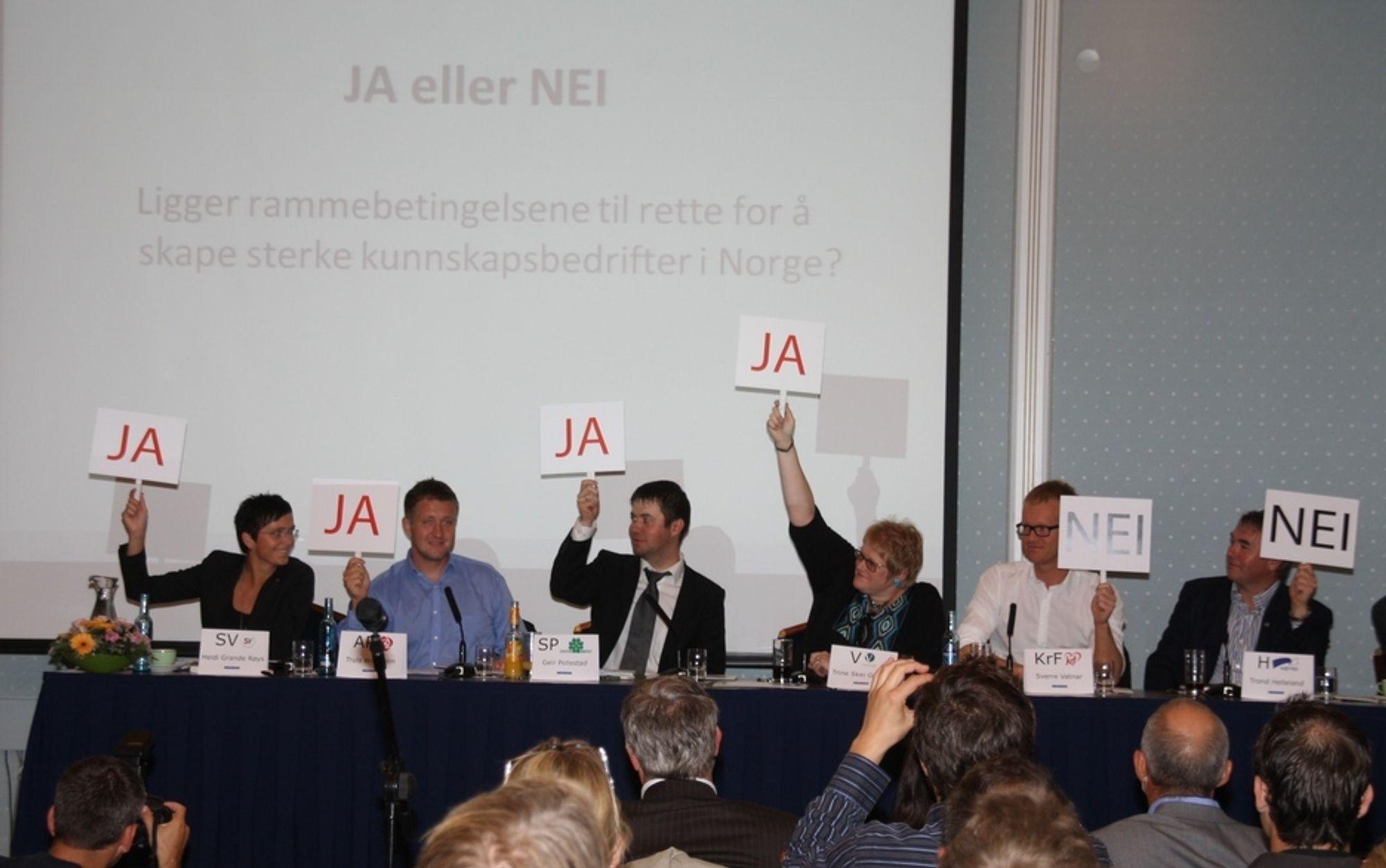 IT-politisk debatt i regi av IKT Norge, Maud-salen Hotel Bristol, Oslo, 21.08.2009. Fv.: Heidi Grande Røys (SV), Truls Wickholm (Ap), Geir Pollestad (Sp), Trine Skei Grande (V), Sverre Vatnar (KrF), Trond Helleland (H). Thor Magne Bostad (Frp) ikke synlig...