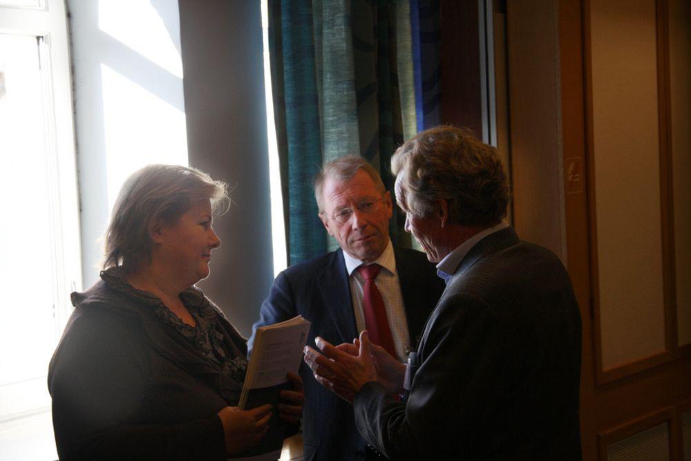Erna Solberg i samtale med Jens Ulltveit-Moe og Thorleif Enger.