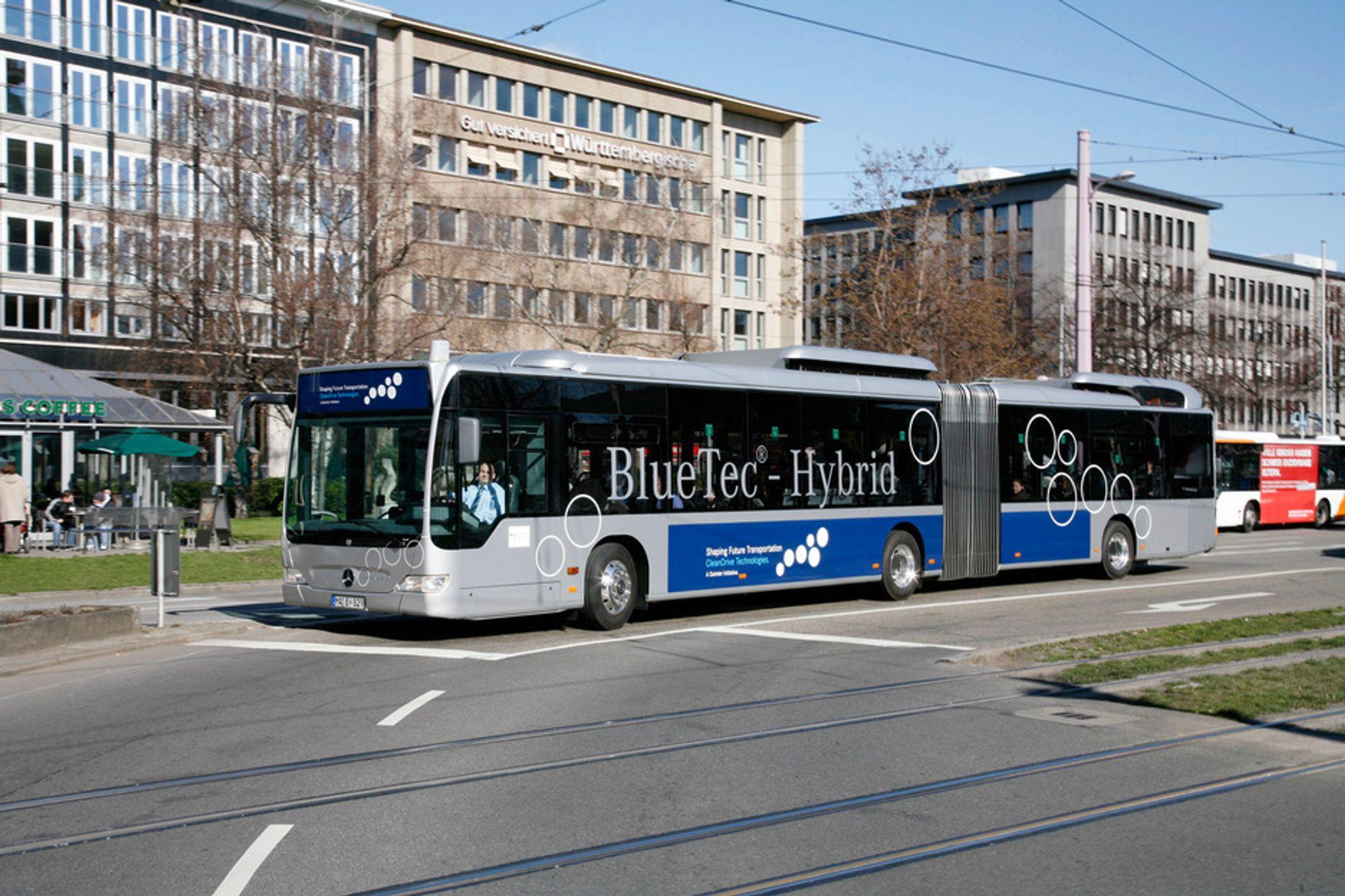 Mercedes-Benz nye Citaro G BlueTec Hybrid buss er elektrisk drevet og har en liten dieselmotor som lader batteriene.