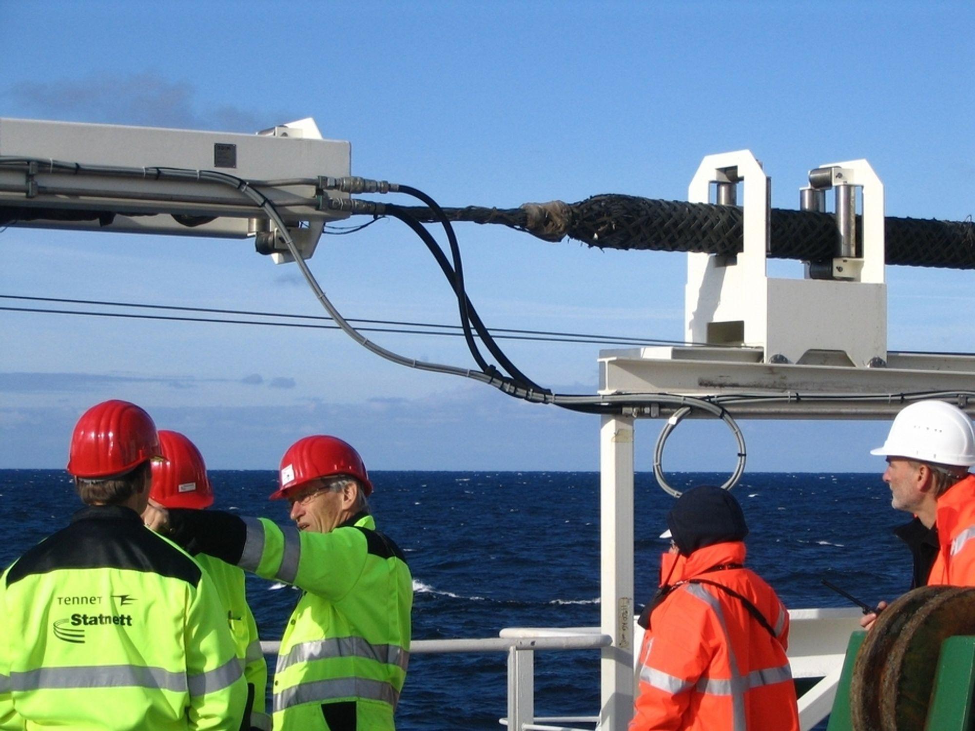 Norned-kabelen har gitt store inntekter til norsk kraftbransje. Nå får den sannsynligvis redusert kapasitet i vinter, til kraftprodusentenes store ergrelse.