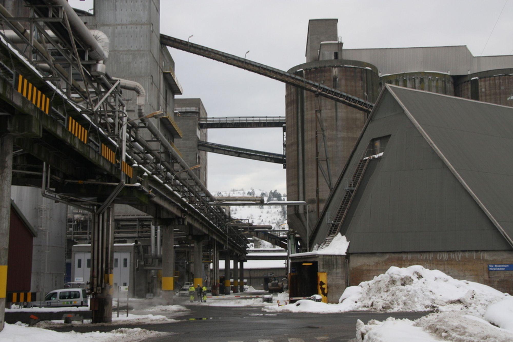 FALLER: Industriproduksjonen faller fremdeles. Finanskrisen får skylden.