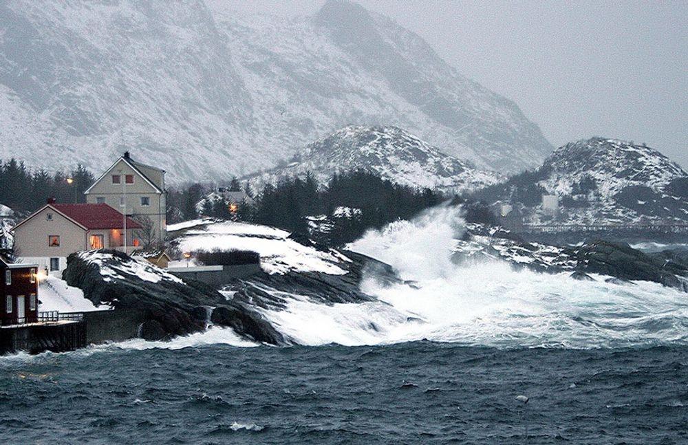 LOFOTEN: Kystområdene i vest og nord vil oppleve at havet stiger mer enn andre steder i landet, med 70 cm stigning fram mot 2100. Det viser en rapport fra Norsk Klimasenter.